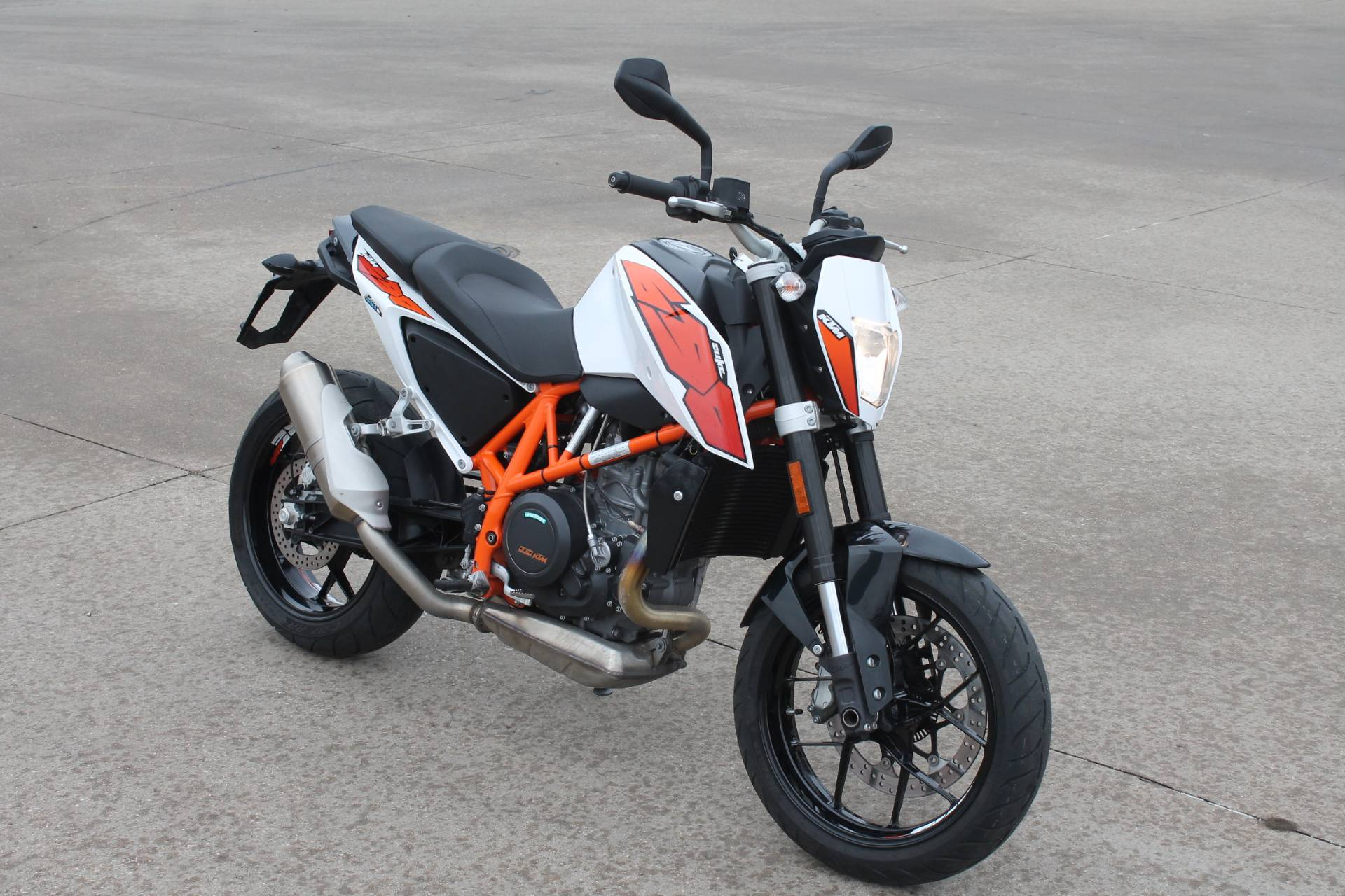 2015 KTM DUKE 690 in Allen, Texas - Photo 3