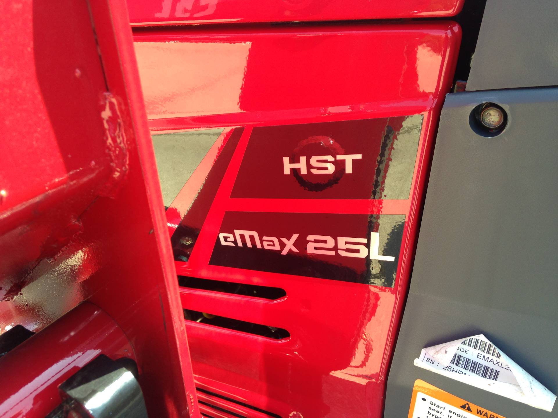 2019 Mahindra eMAX 25L HST in Elkhorn, Wisconsin - Photo 6