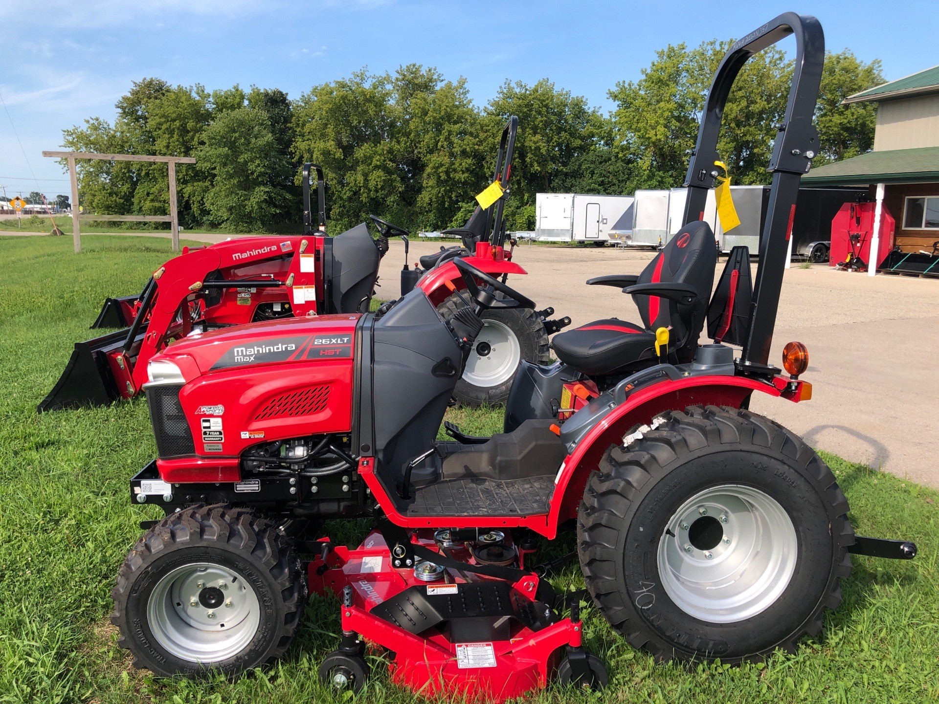 2020 Mahindra MAX26-  MX26XLTHIM in Elkhorn, Wisconsin - Photo 2