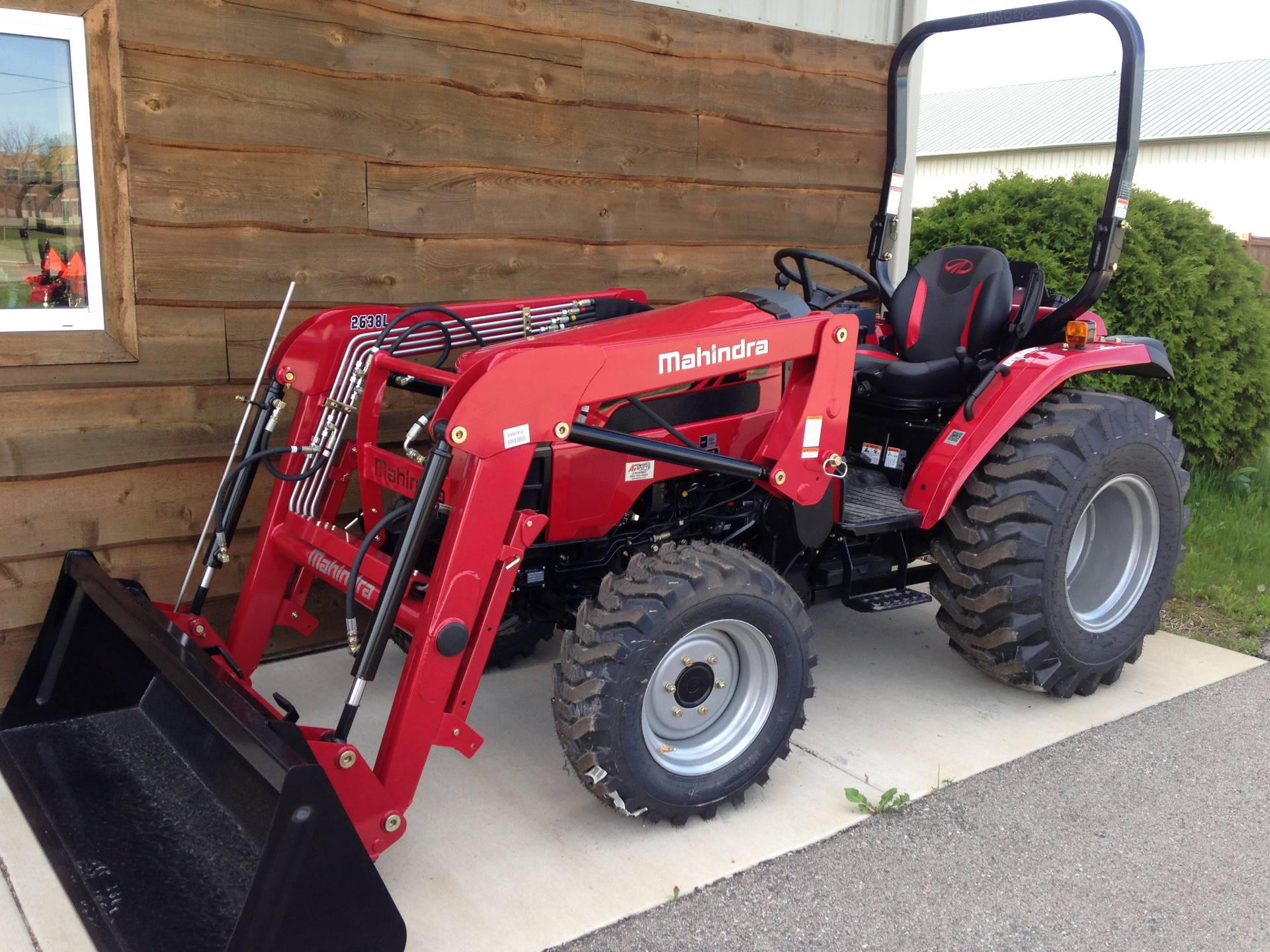 2018 Mahindra 2638FHIL in Elkhorn, Wisconsin