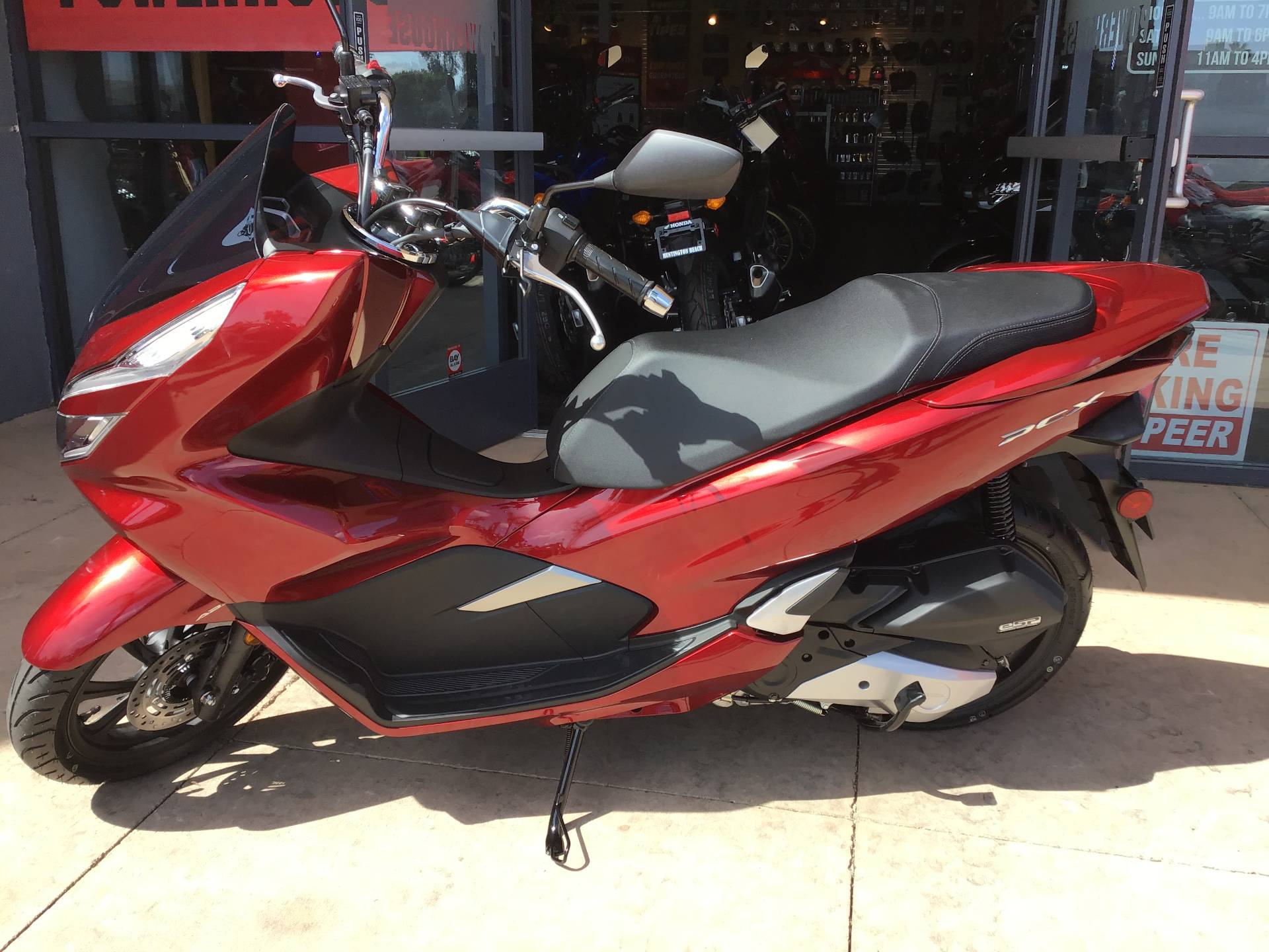 2020 Honda PCX150 in Huntington Beach, California - Photo 3