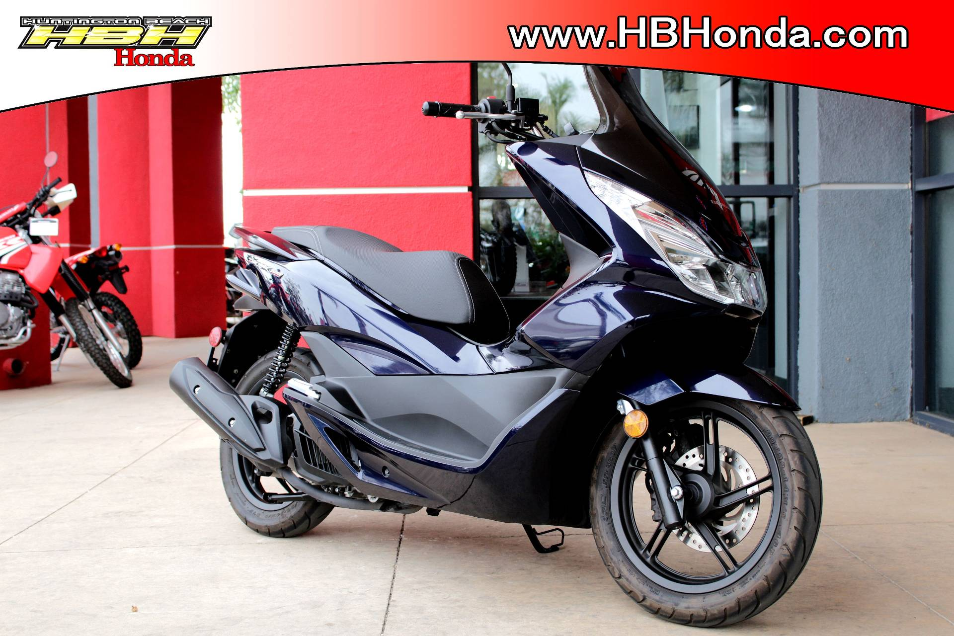 2017 Honda PCX150 in Huntington Beach, California - Photo 2