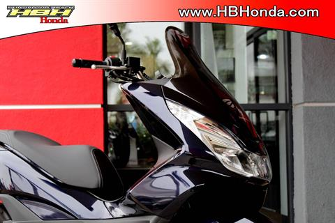 2017 Honda PCX150 in Huntington Beach, California - Photo 3