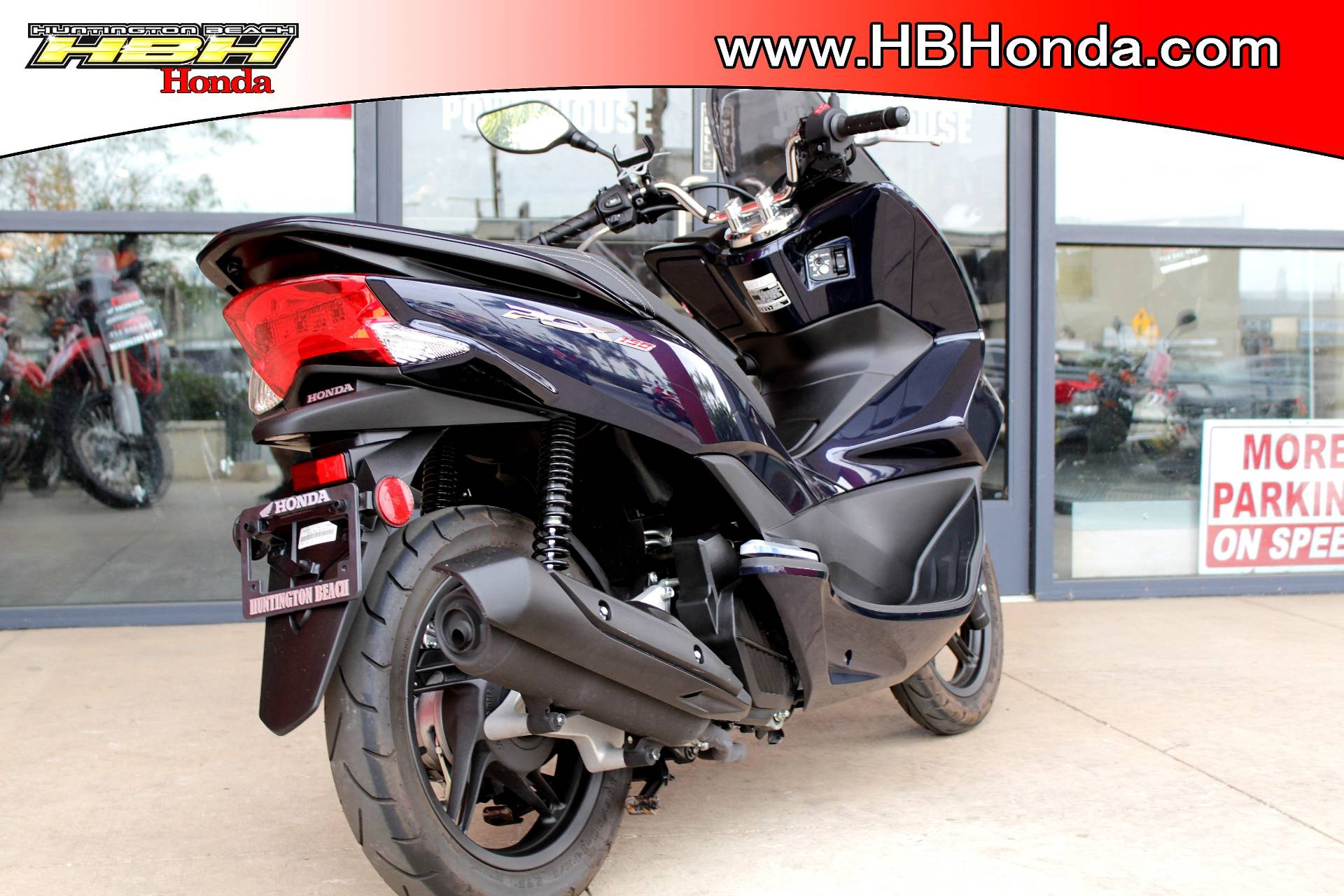 2017 Honda PCX150 in Huntington Beach, California - Photo 4