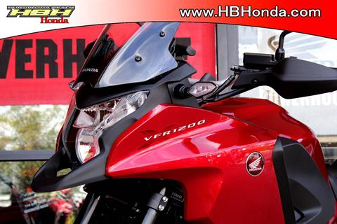 2017 Honda VFR1200X in Huntington Beach, California - Photo 5