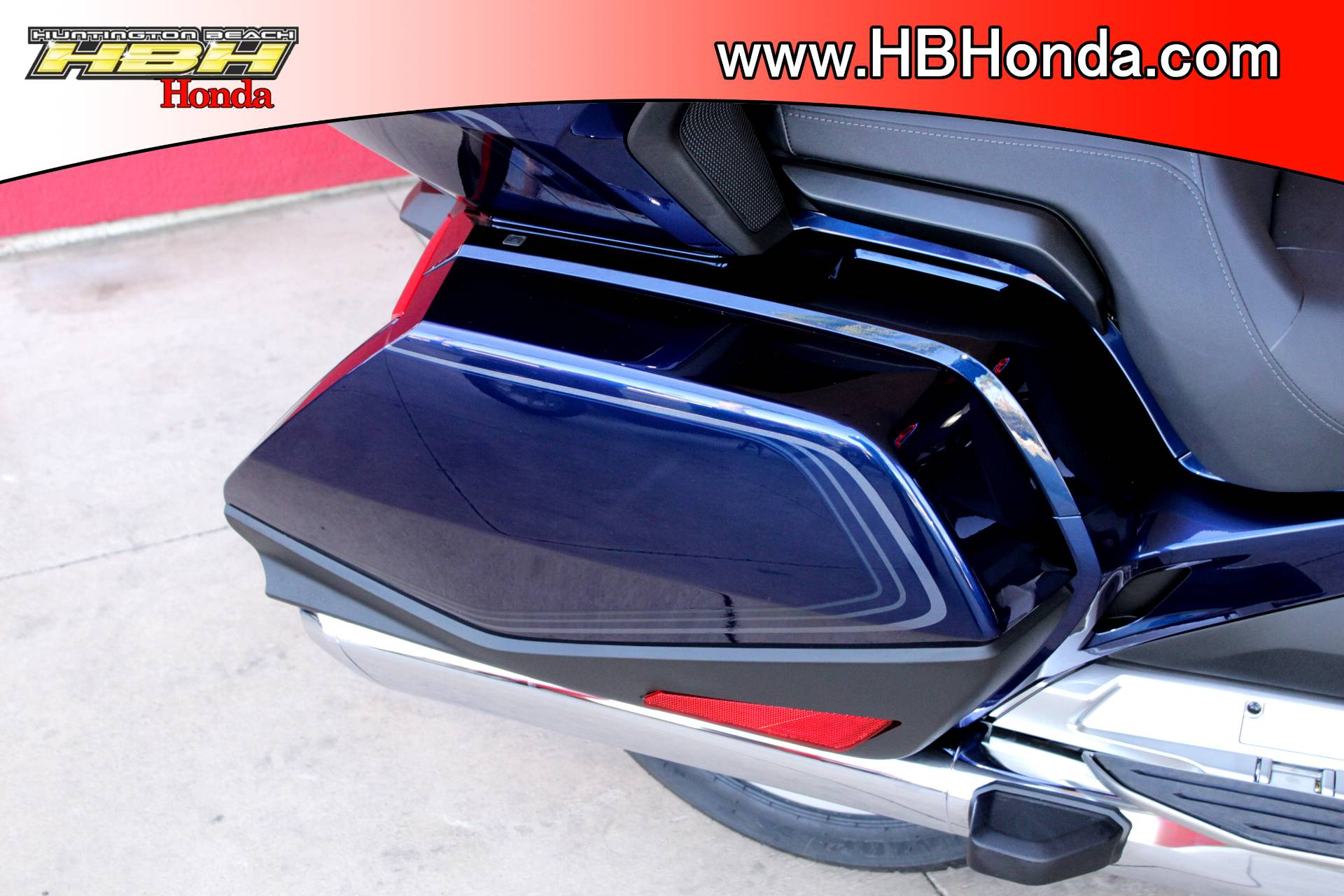 2018 Honda Gold Wing Tour in Huntington Beach, California - Photo 17