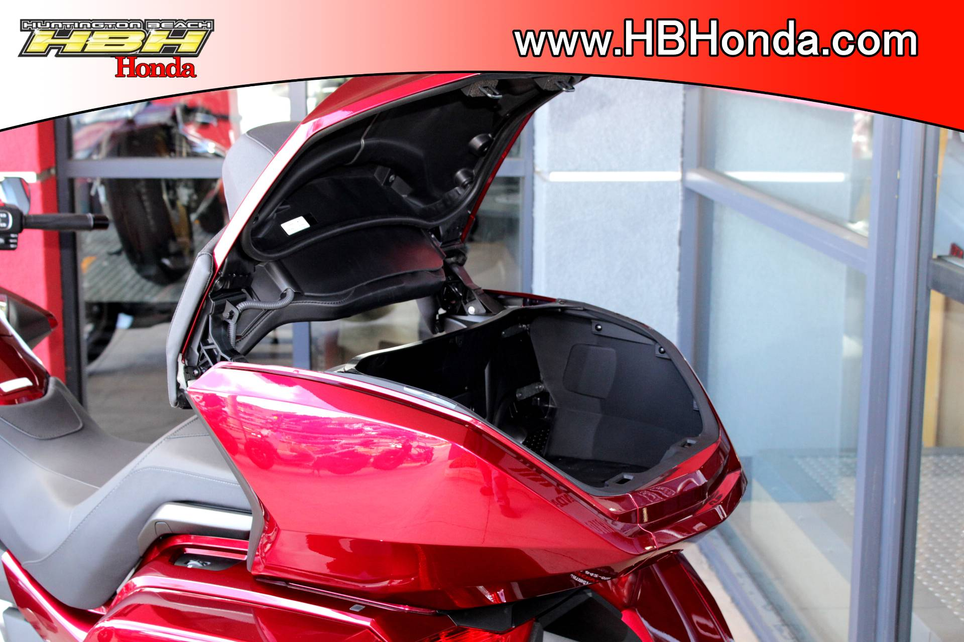 2018 Honda Gold Wing Tour in Huntington Beach, California - Photo 4