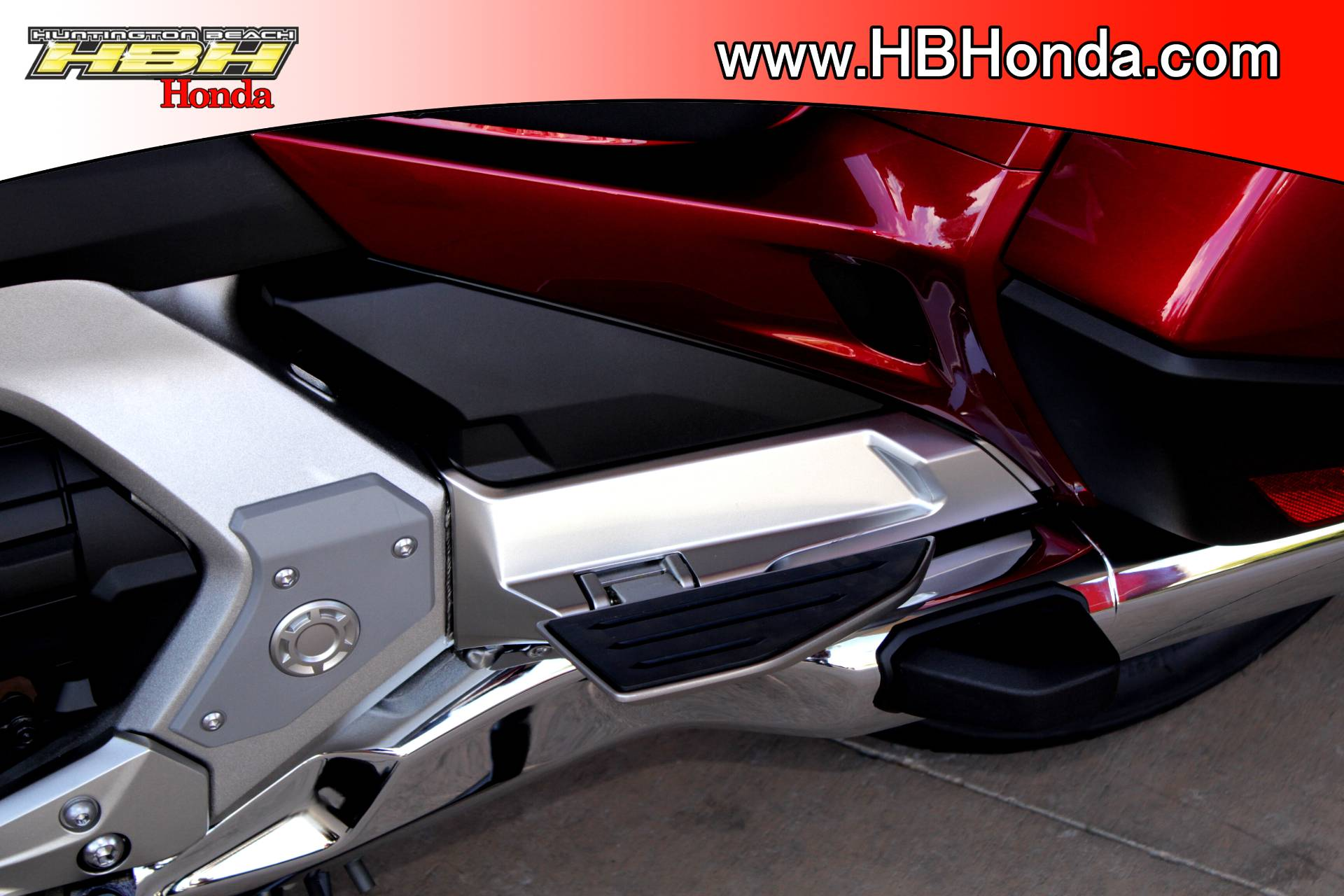 2018 Honda Gold Wing Tour in Huntington Beach, California - Photo 14