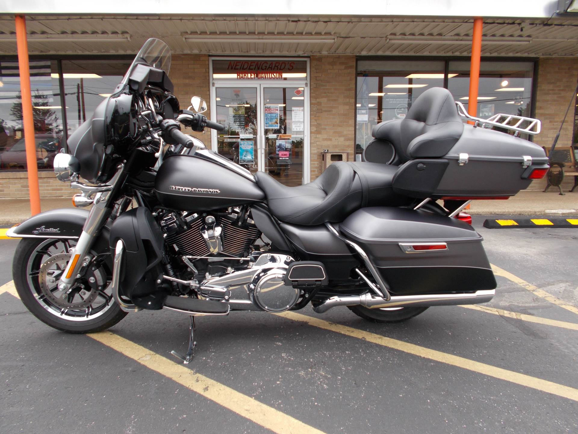 2017 Harley-Davidson Ultra Limited in Wintersville, Ohio - Photo 4