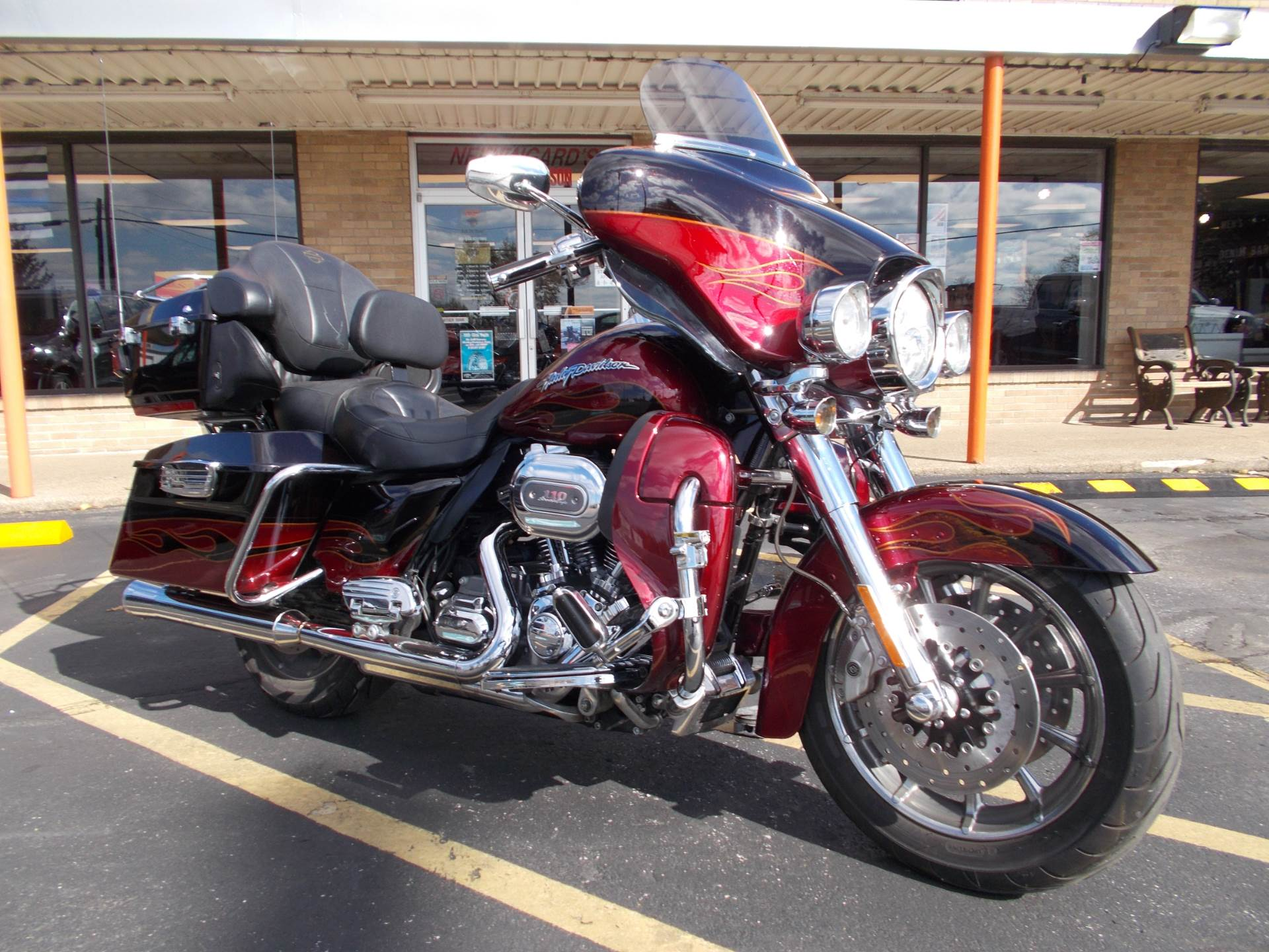 2011 Harley-Davidson CVO™ Ultra Classic® Electra Glide® in Wintersville, Ohio - Photo 2