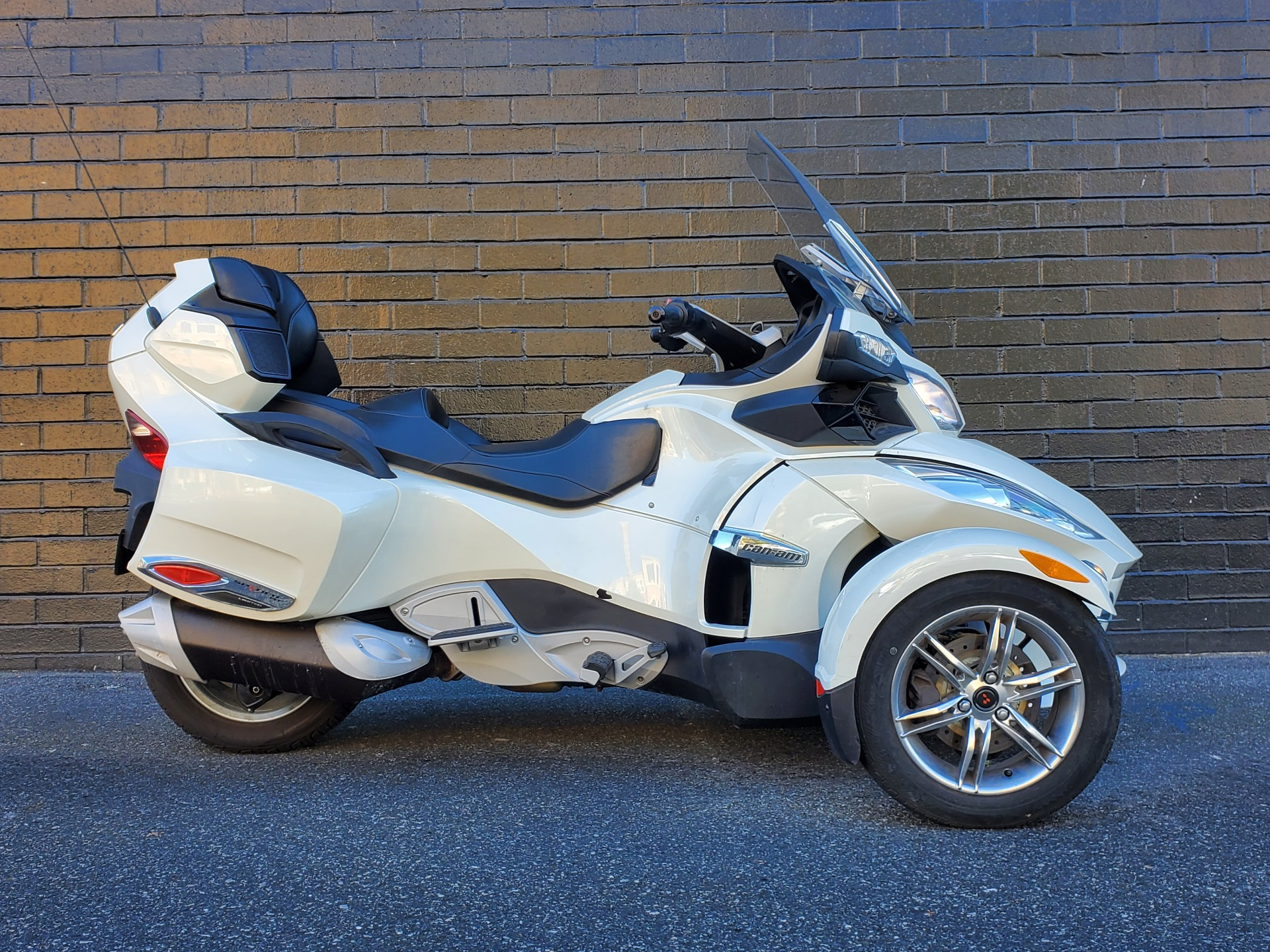 2011 Can-Am Spyder® RT Limited in San Jose, California - Photo 1