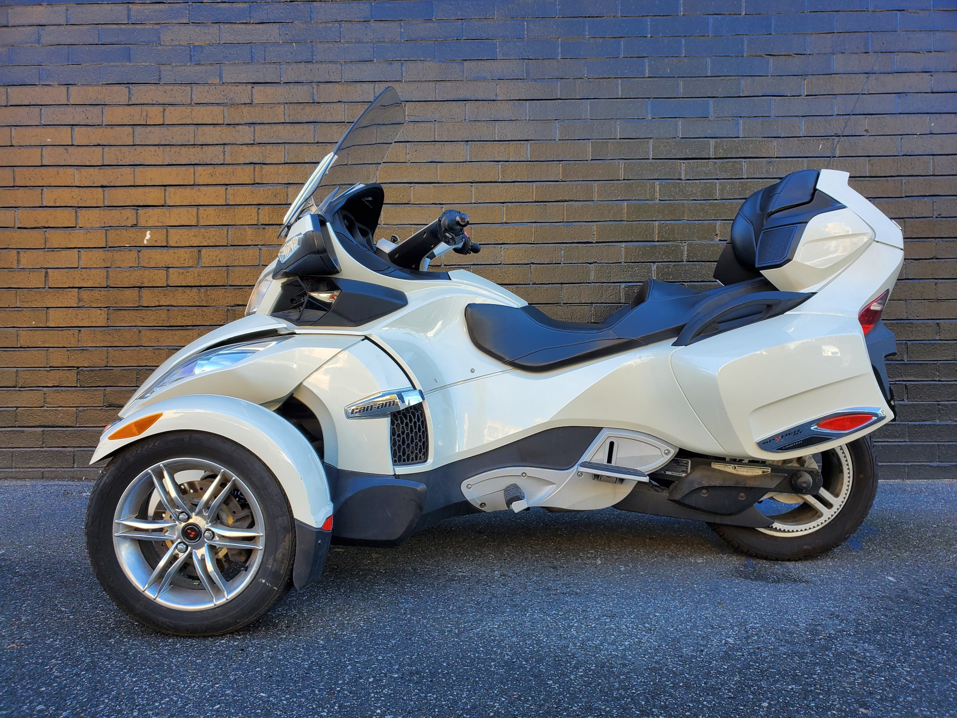 2011 Can-Am Spyder® RT Limited in San Jose, California - Photo 4