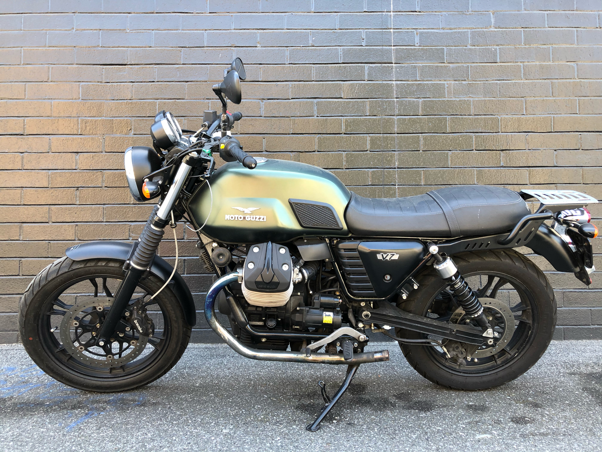 2015 Moto Guzzi V7 Stone in San Jose, California - Photo 4