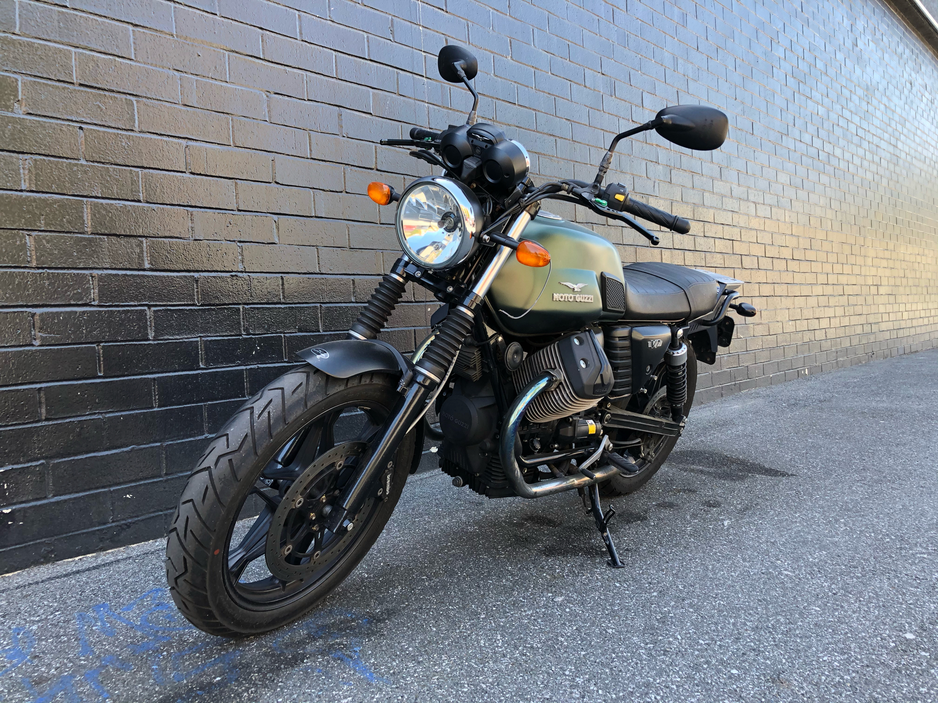2015 Moto Guzzi V7 Stone in San Jose, California - Photo 6