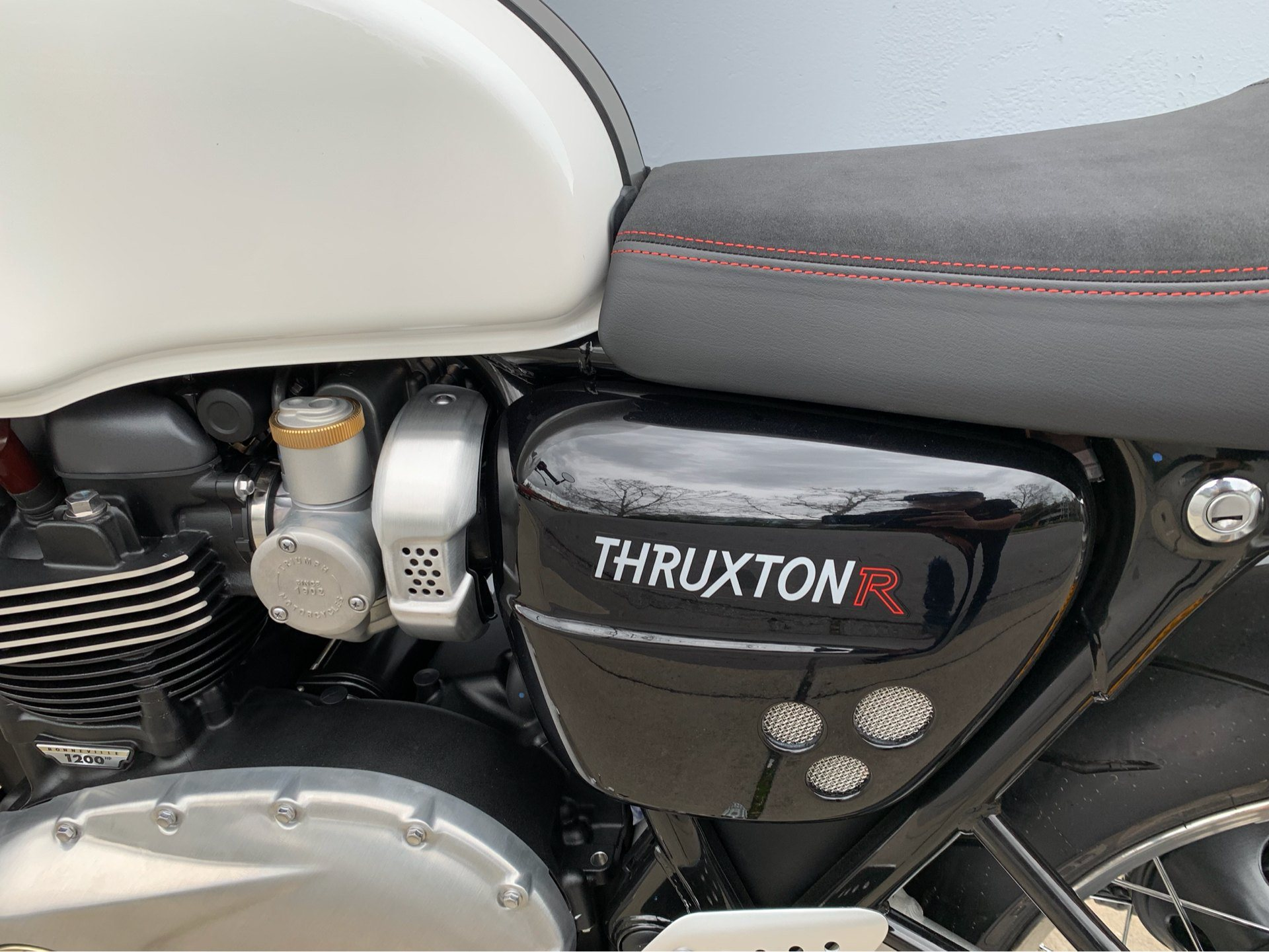 2019 Triumph Thruxton 1200 R in San Jose, California - Photo 7