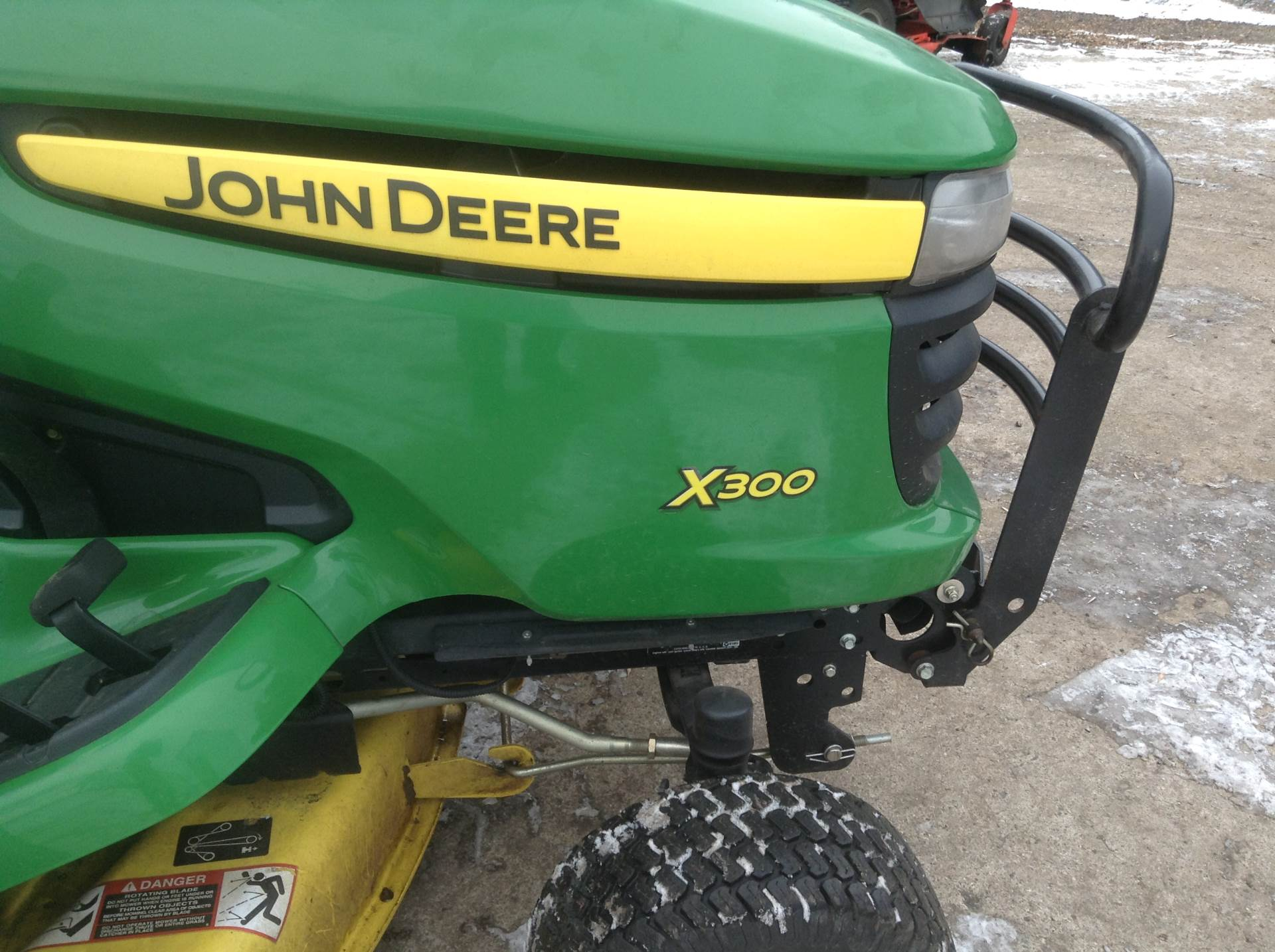 2009 John Deere X300 in Hutchinson, Minnesota - Photo 5
