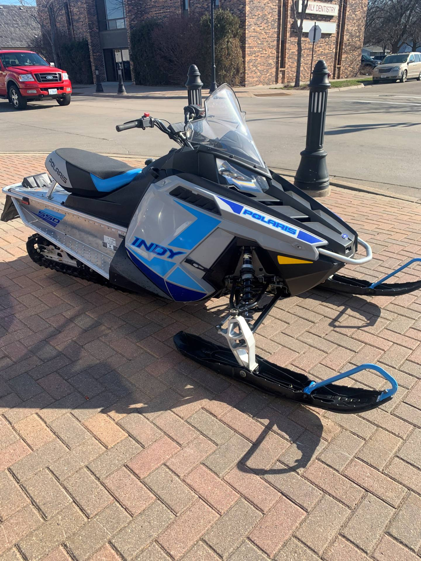 2021 Polaris 550 Indy 121 ES in Osseo, Minnesota - Photo 2