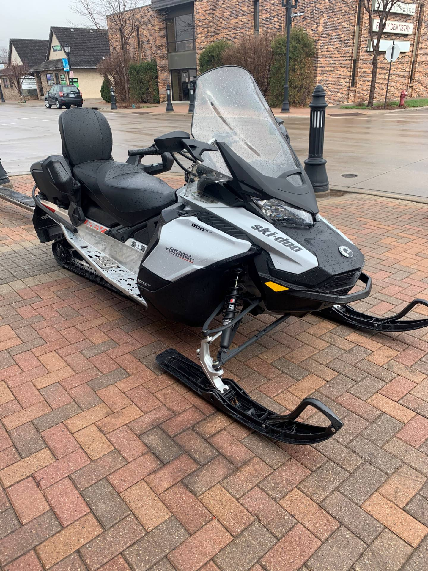 2020 Ski-Doo Grand Touring Sport 900 ACE ES in Osseo, Minnesota - Photo 2
