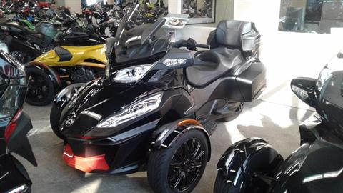 2016 Can-Am Spyder RT-S Special Series in Bakersfield, California