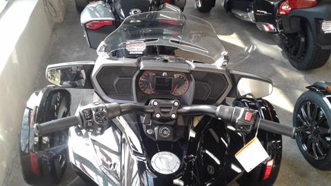 2016 Can-Am Spyder F3 Limited in Bakersfield, California - Photo 2