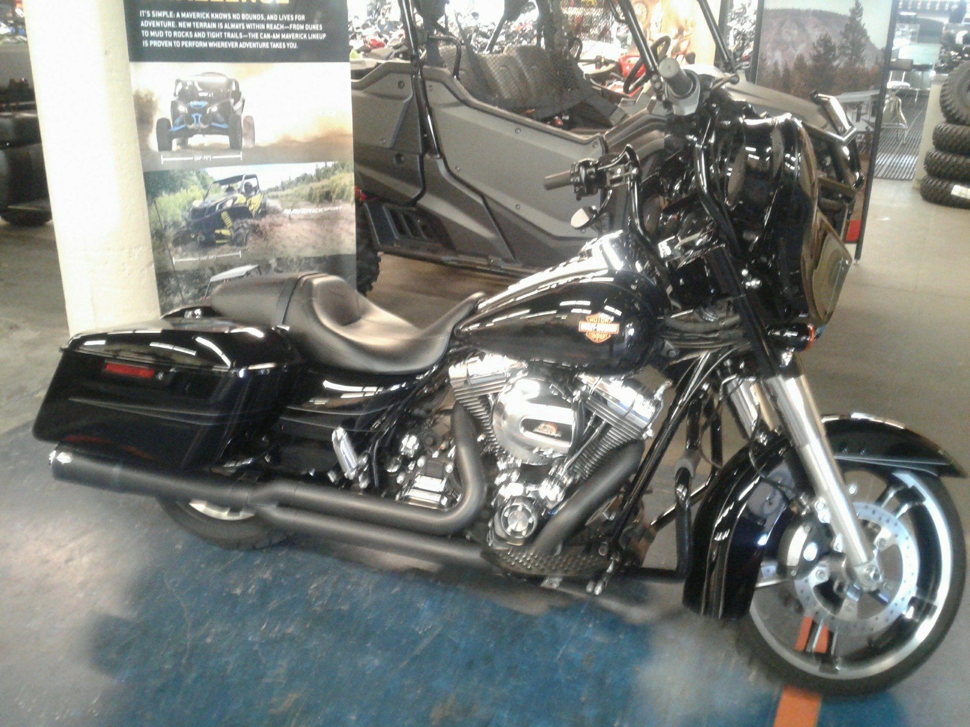 2016 Harley-Davidson Street Glide® Special in Bakersfield, California - Photo 1