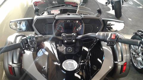 2016 Can-Am Spyder F3-T SE6 w/ Audio System in Bakersfield, California - Photo 2
