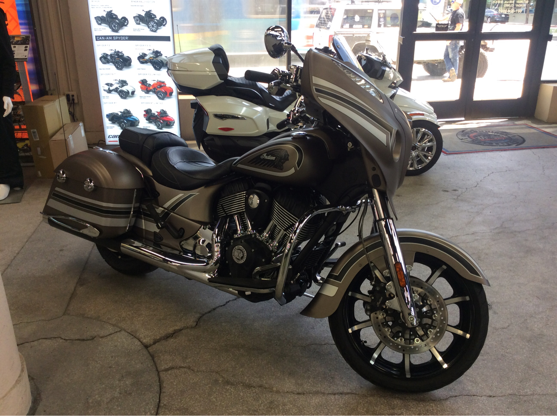 2018 Indian Chieftain® Limited ABS in Bakersfield, California - Photo 3