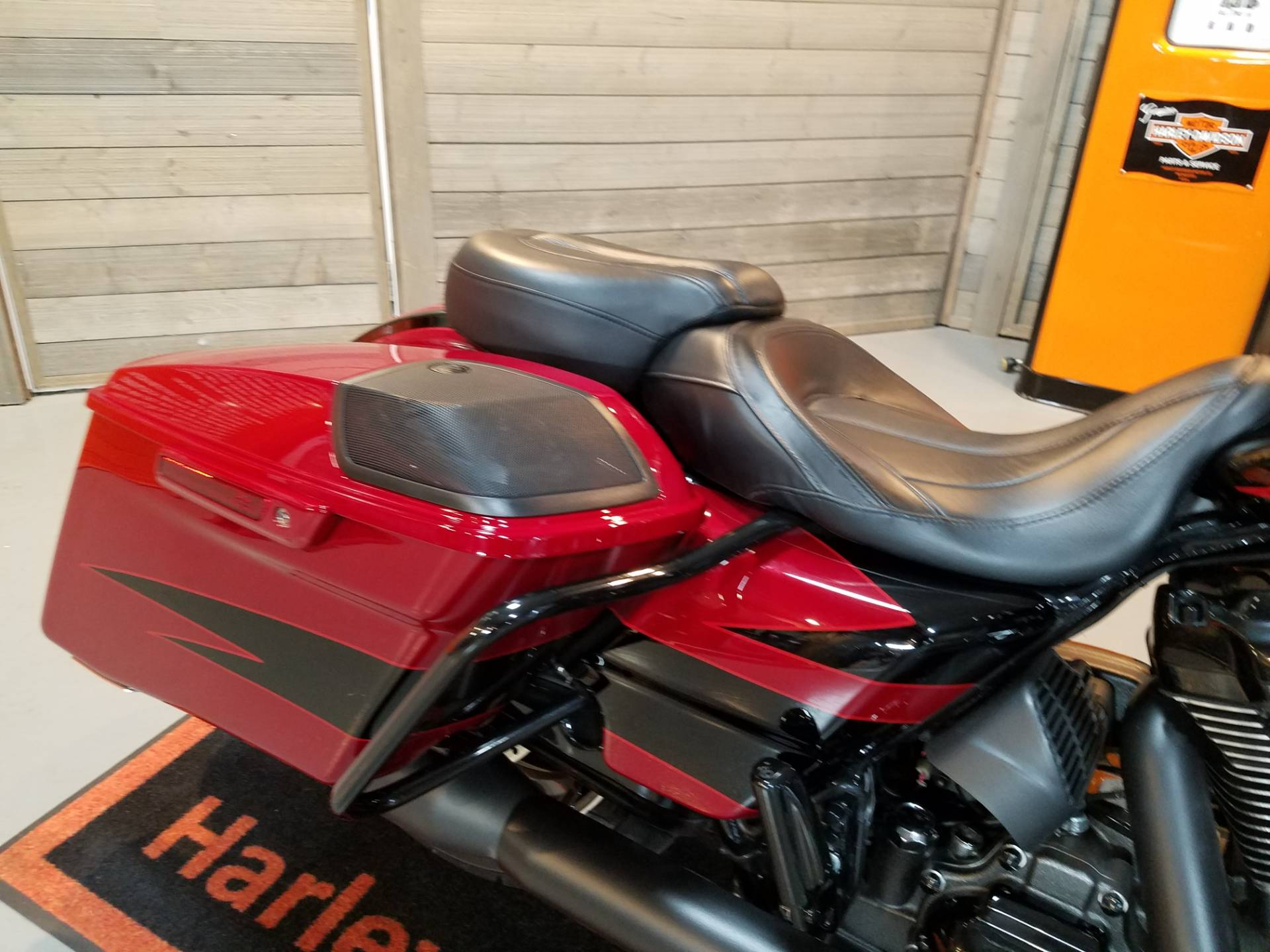 2017 Harley-Davidson CVO™ Street Glide® in Kokomo, Indiana - Photo 14