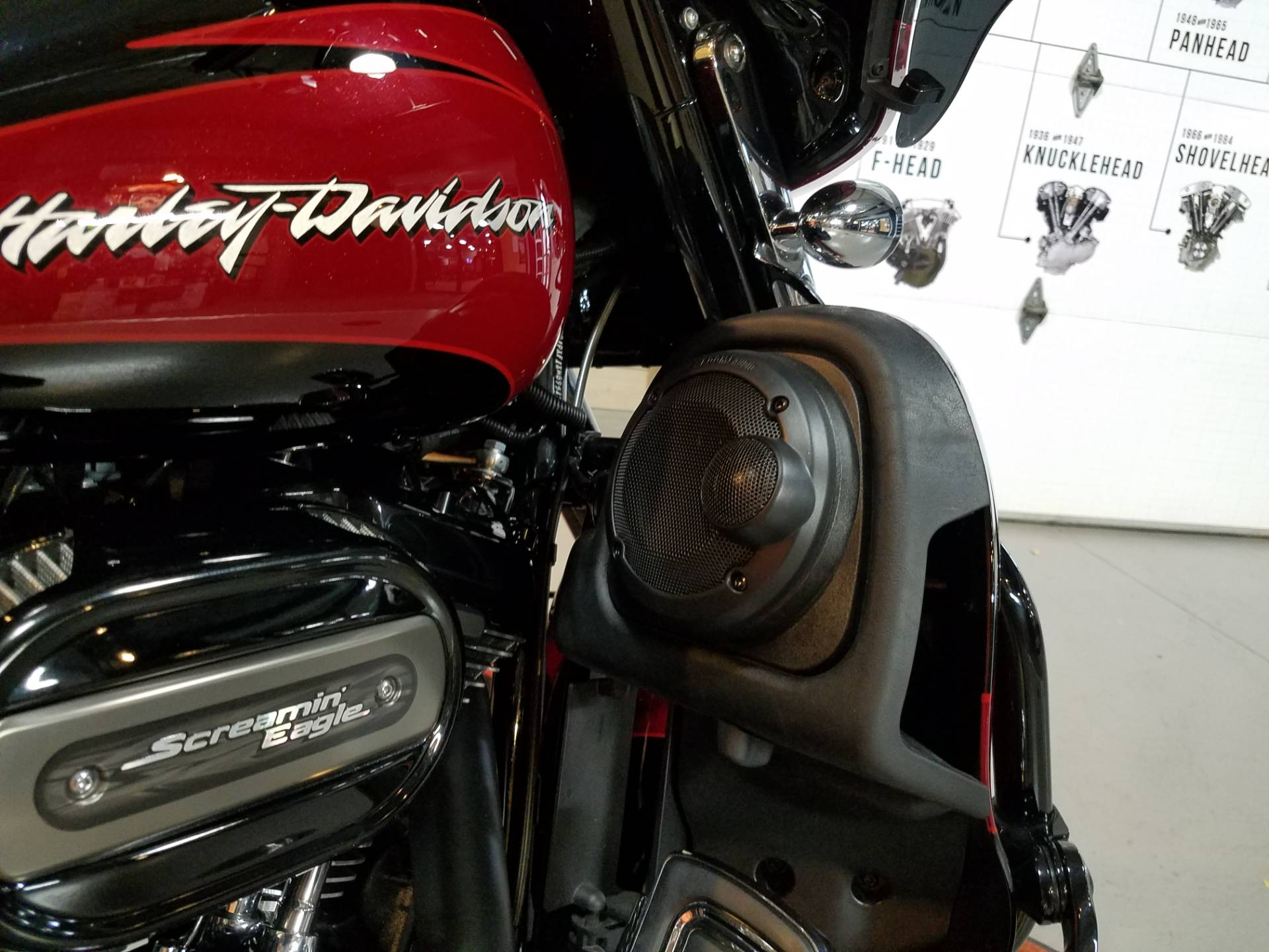 2017 Harley-Davidson CVO™ Street Glide® in Kokomo, Indiana - Photo 15