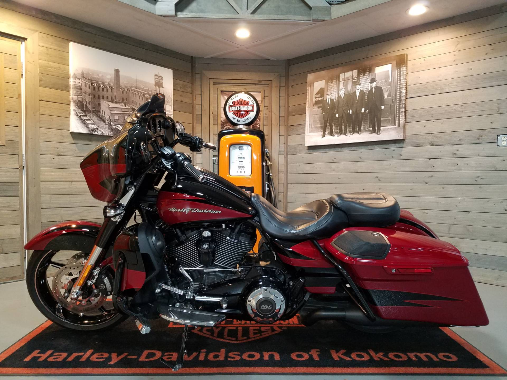 2017 Harley-Davidson CVO™ Street Glide® in Kokomo, Indiana - Photo 7