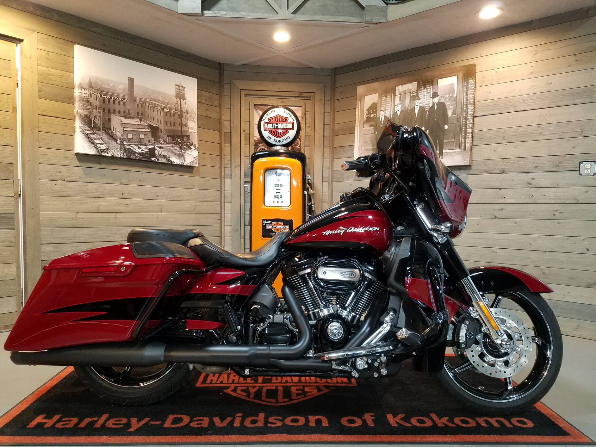 2017 Harley-Davidson CVO™ Street Glide® in Kokomo, Indiana - Photo 1
