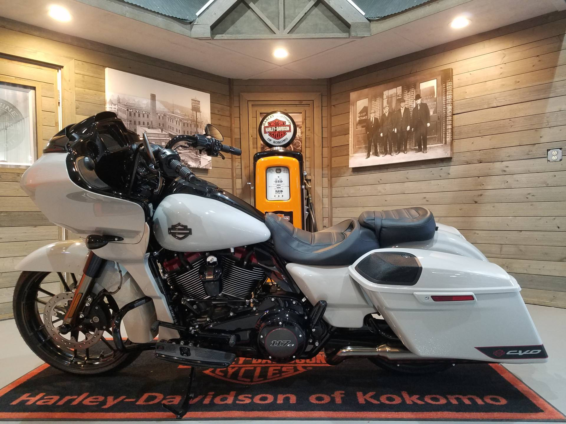 2020 Harley-Davidson CVO™ Road Glide® in Kokomo, Indiana - Photo 10