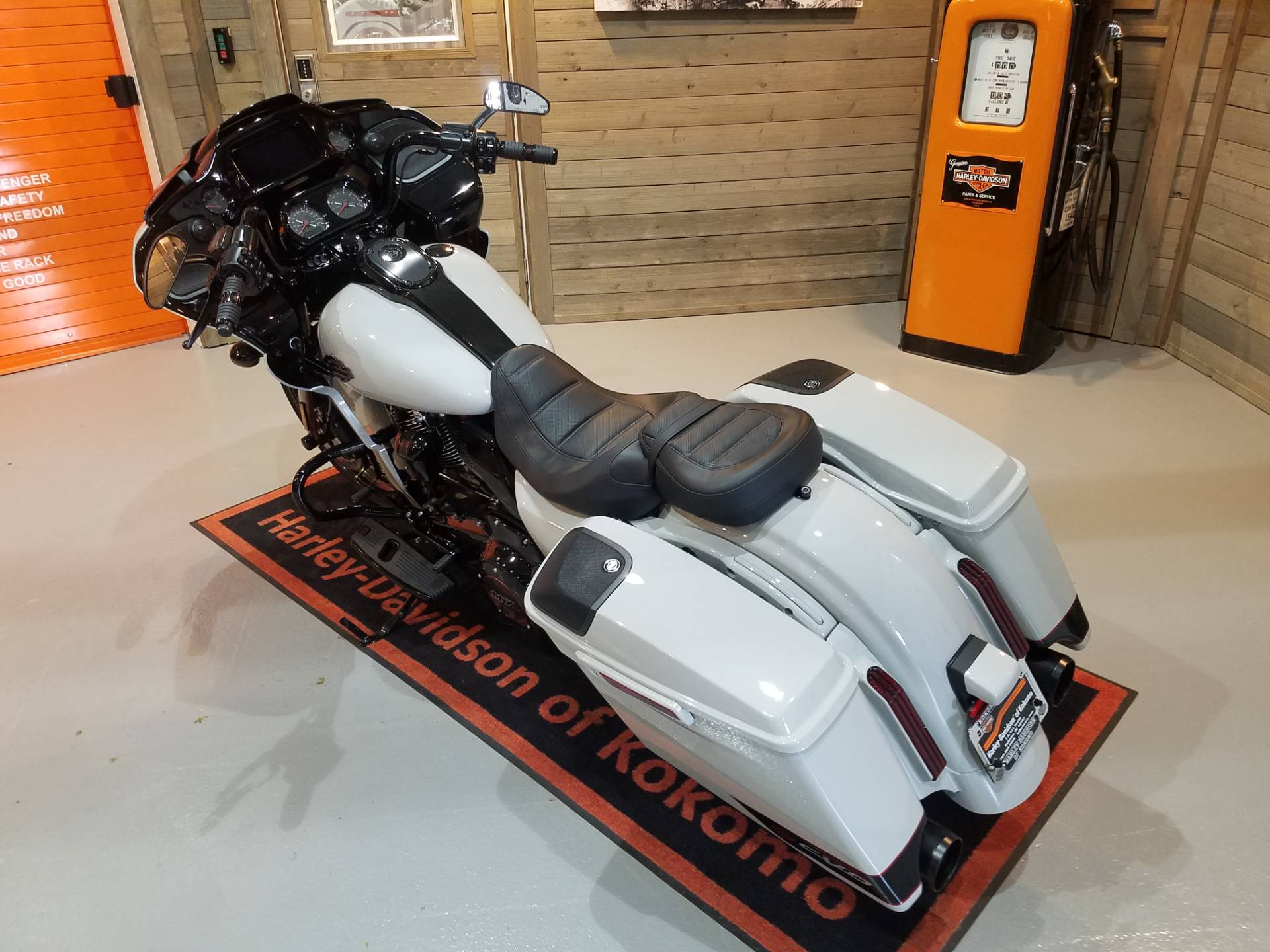 2020 Harley-Davidson CVO™ Road Glide® in Kokomo, Indiana - Photo 13