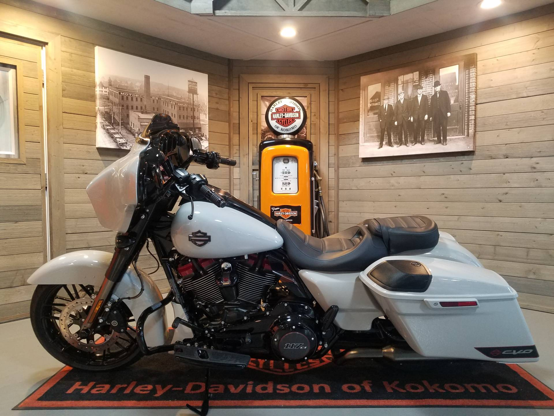 2020 Harley-Davidson CVO™ Street Glide® in Kokomo, Indiana - Photo 7