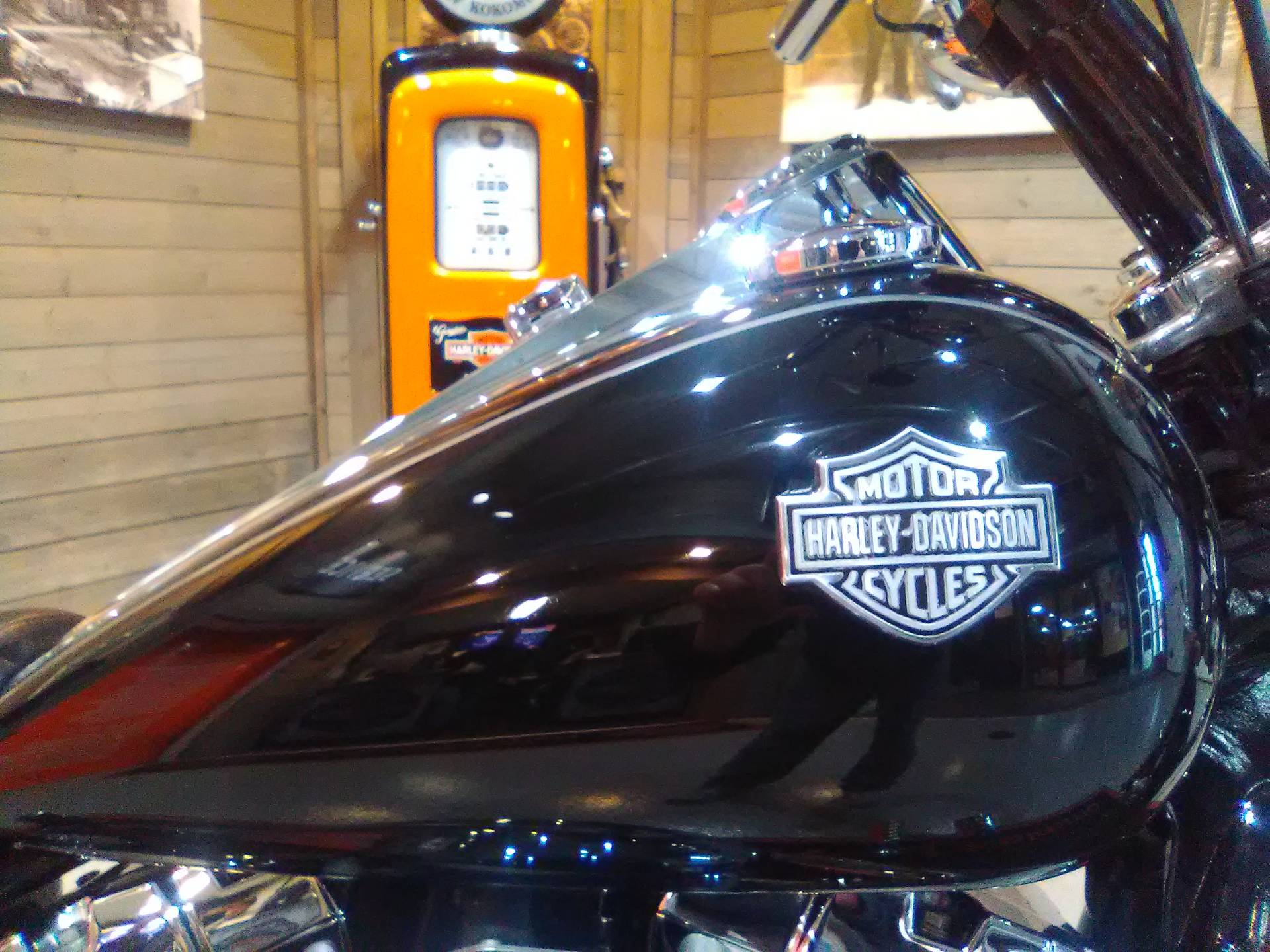 2010 Harley-Davidson Dyna® Wide Glide® in Kokomo, Indiana - Photo 4