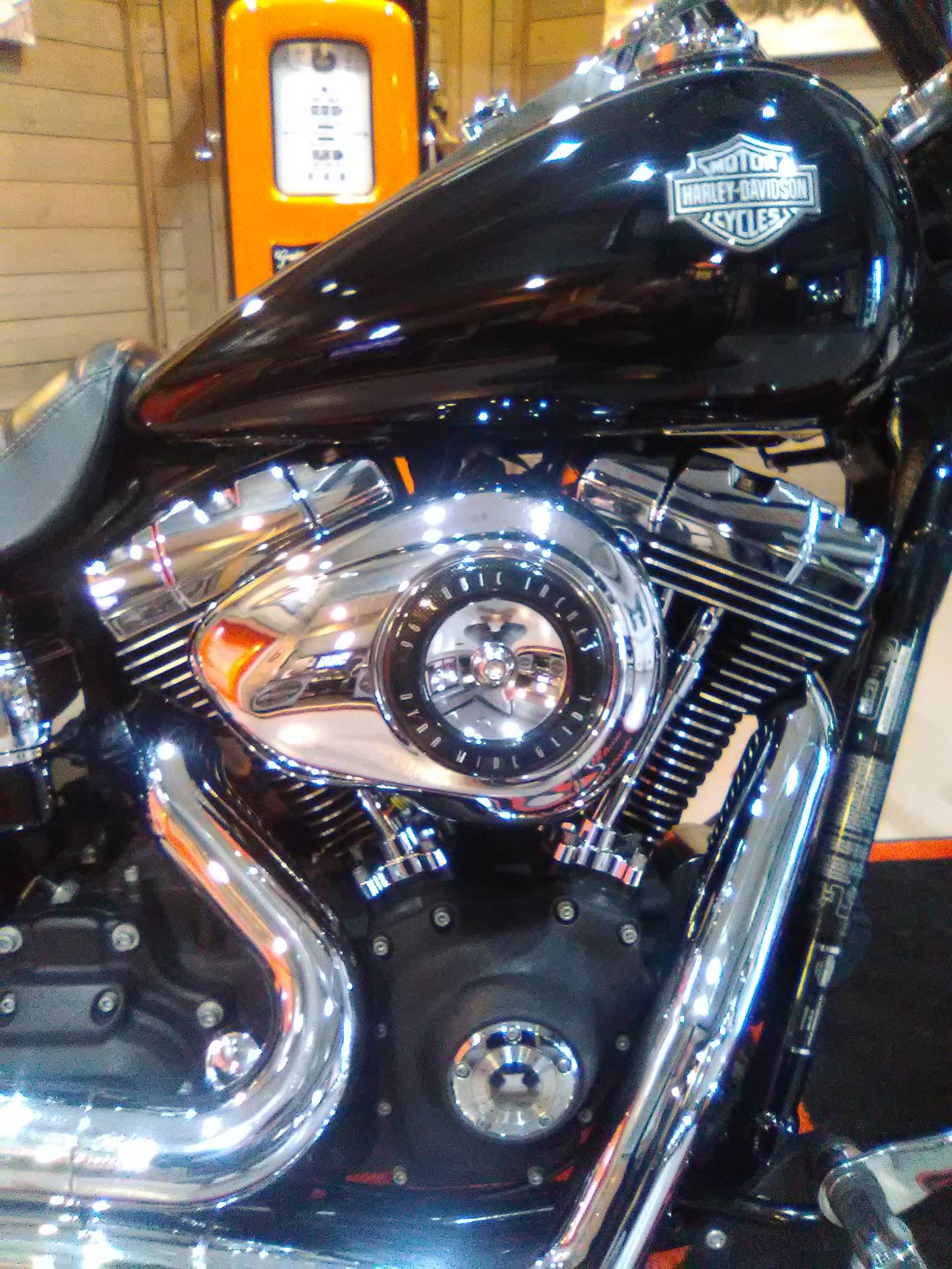 2010 Harley-Davidson Dyna® Wide Glide® in Kokomo, Indiana - Photo 6