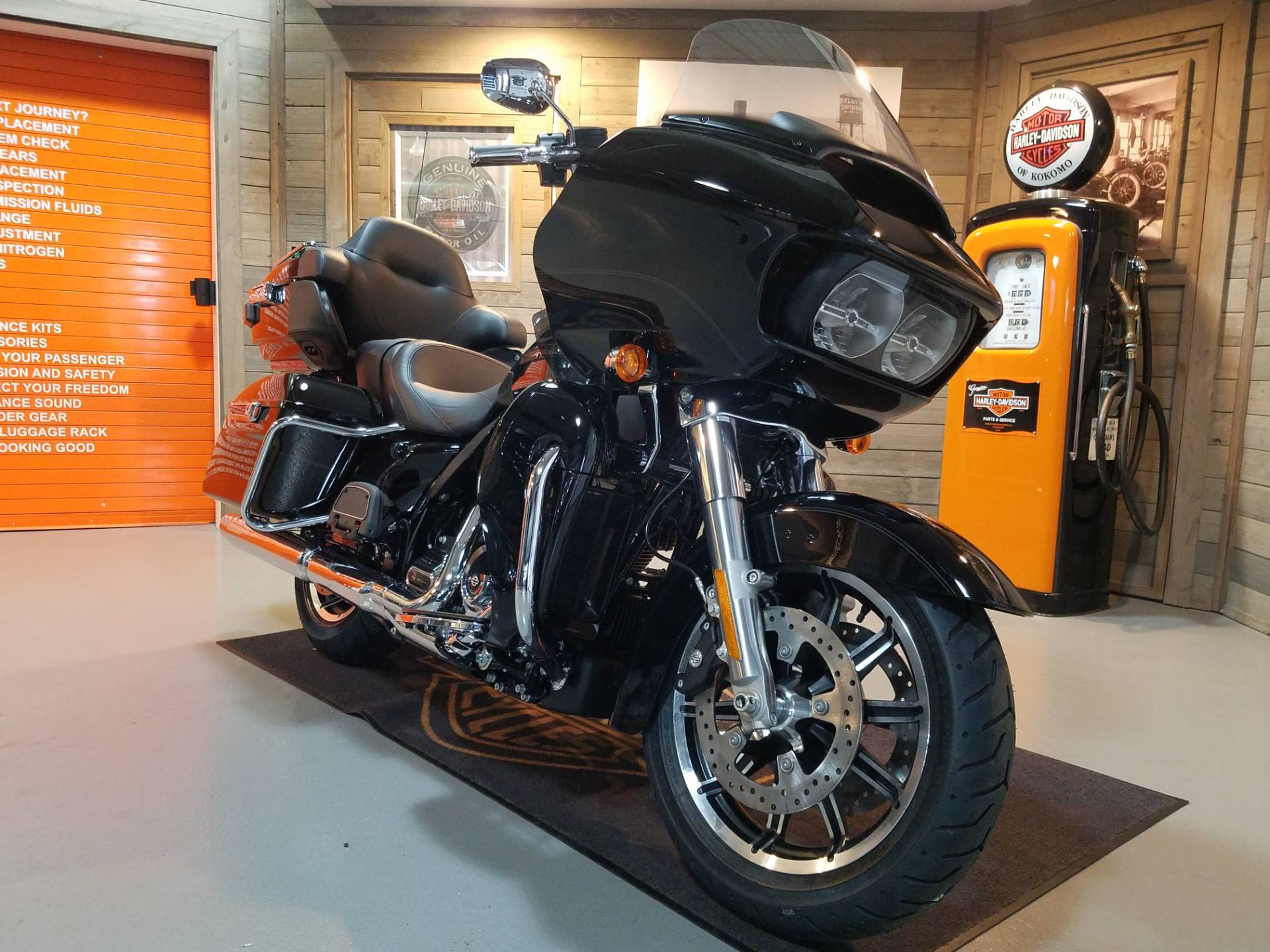2019 Harley-Davidson Road Glide® Ultra in Kokomo, Indiana - Photo 2