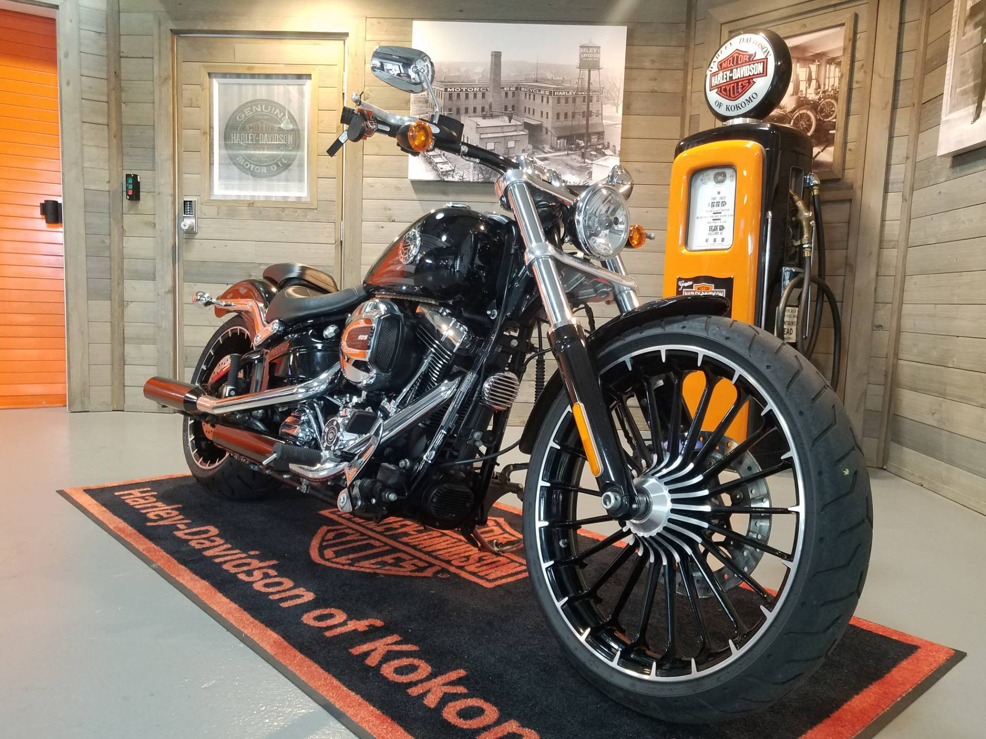 2017 Harley-Davidson Breakout® in Kokomo, Indiana - Photo 2