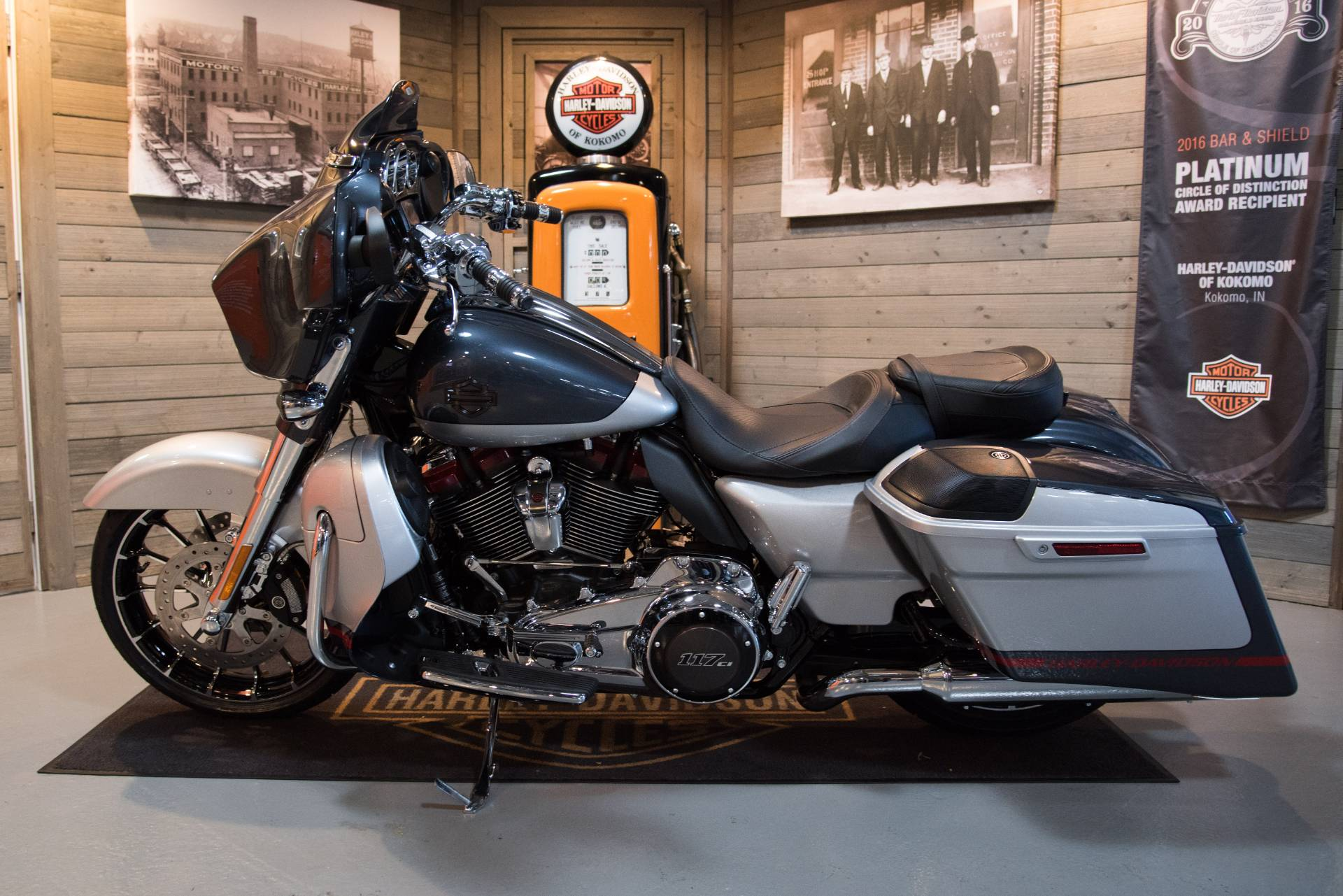 2019 Harley-Davidson CVO™ Street Glide® in Kokomo, Indiana - Photo 9