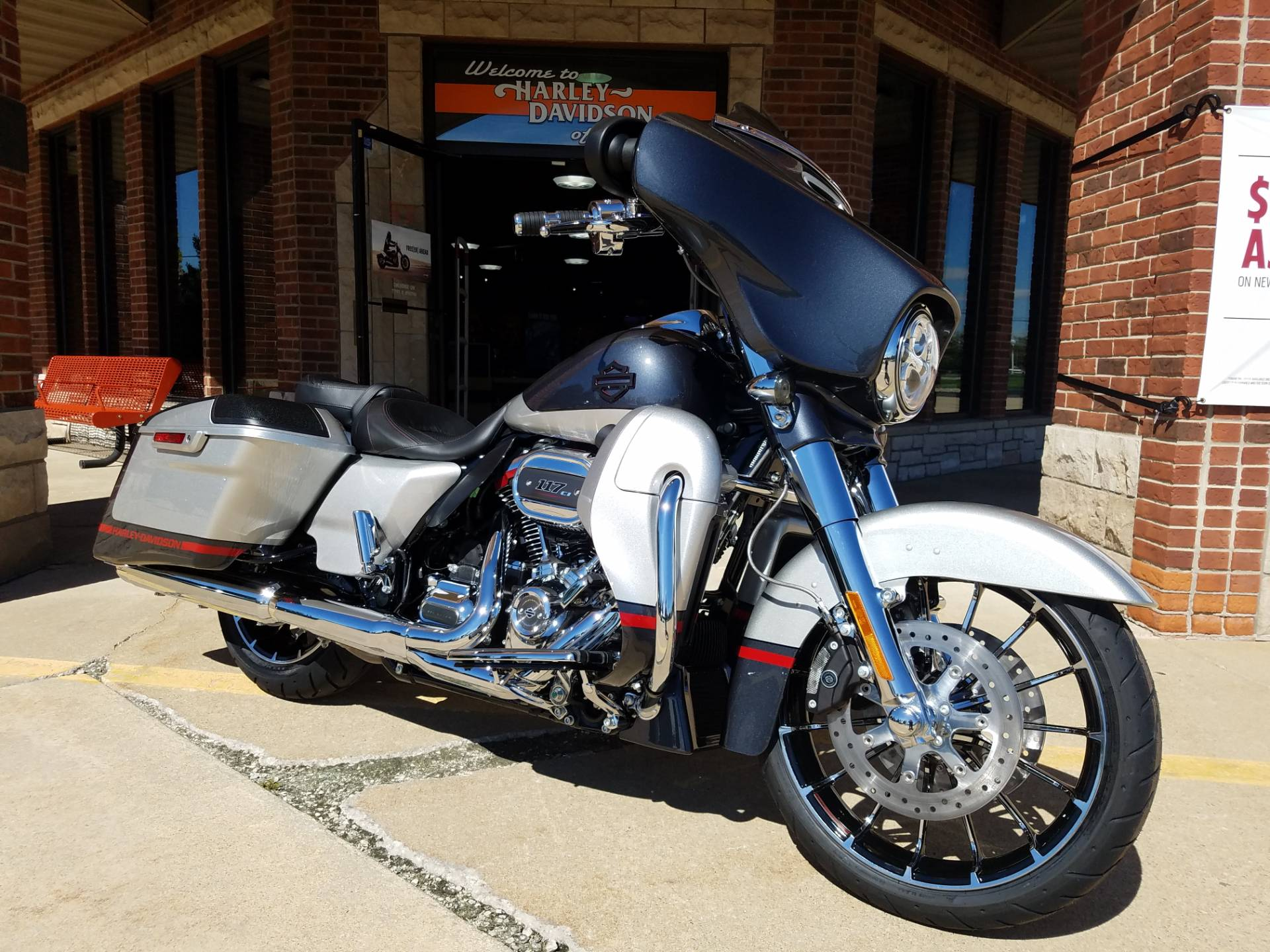2019 Harley-Davidson CVO™ Street Glide® in Kokomo, Indiana - Photo 3