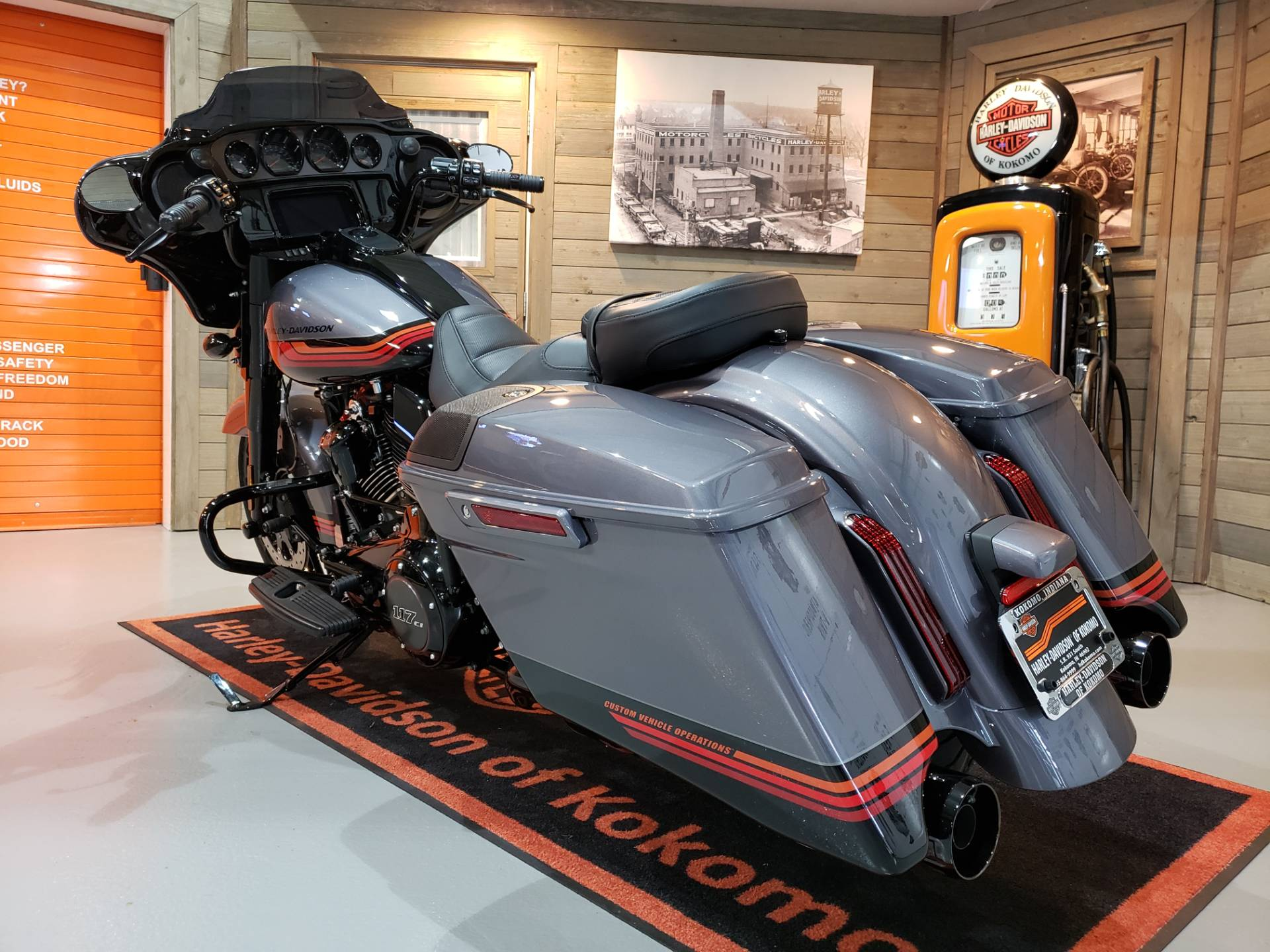 2020 Harley-Davidson CVO™ Street Glide® in Kokomo, Indiana - Photo 8