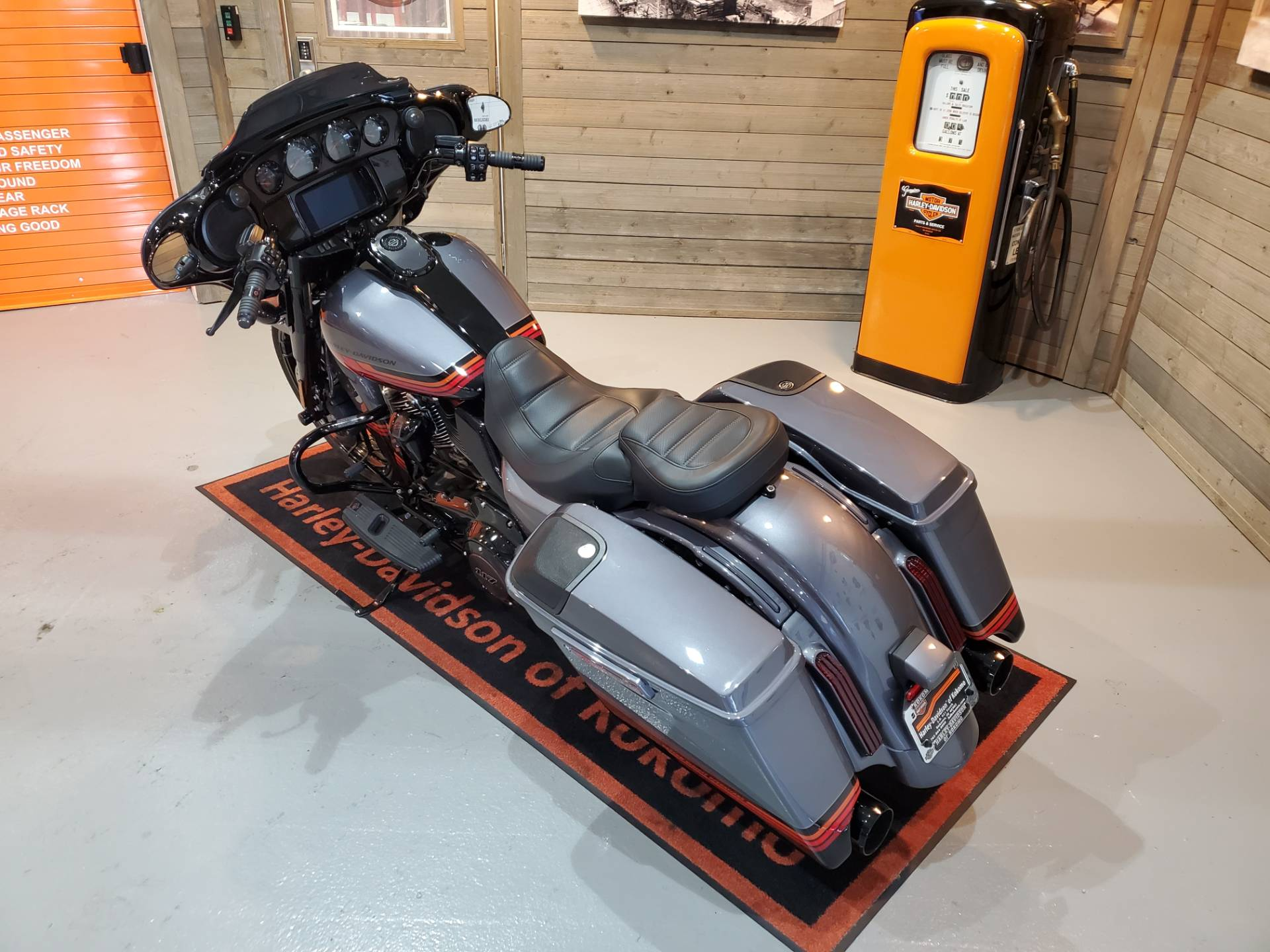 2020 Harley-Davidson CVO™ Street Glide® in Kokomo, Indiana - Photo 15