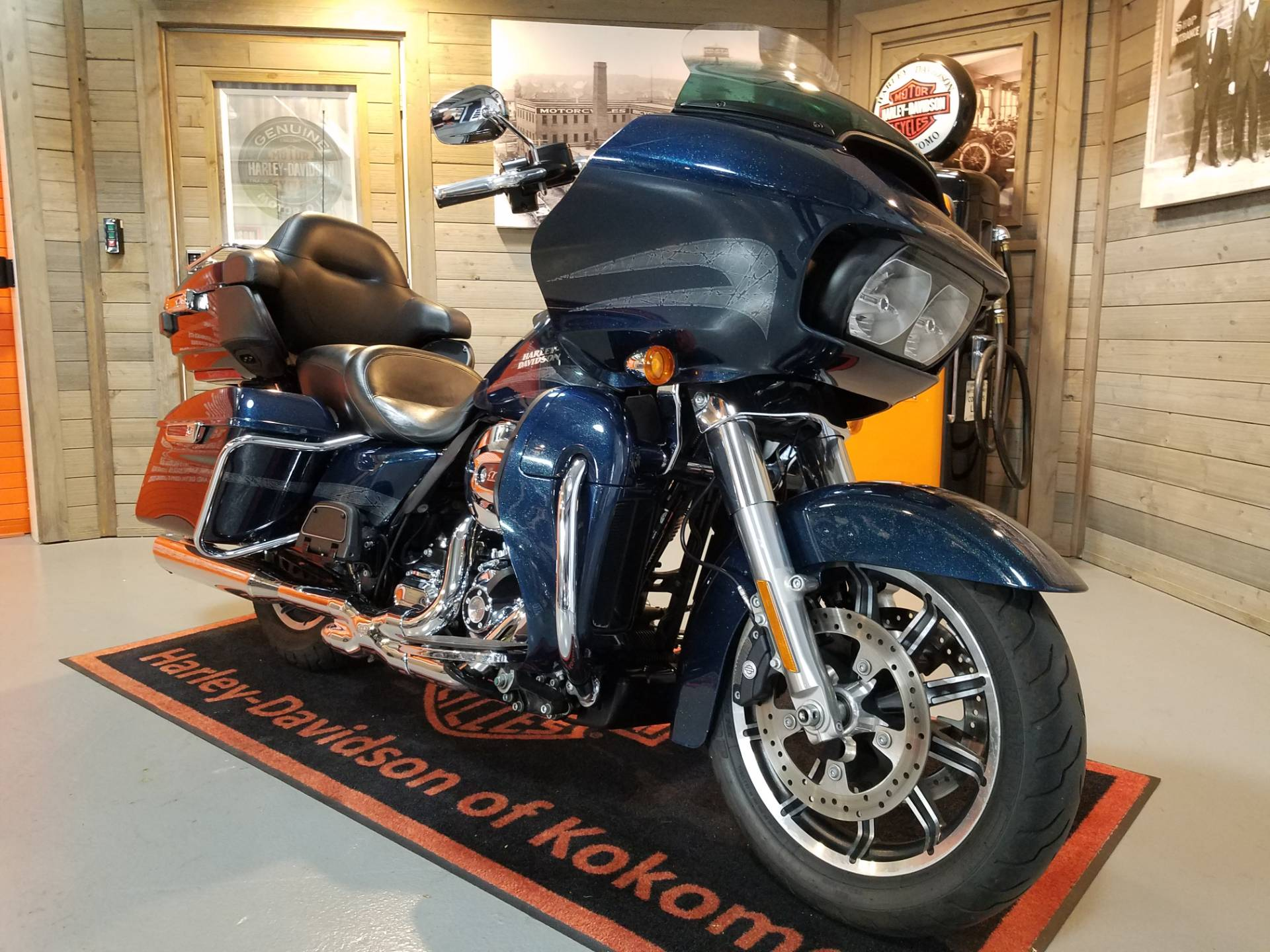 2016 Harley-Davidson Road Glide® Ultra in Kokomo, Indiana - Photo 2