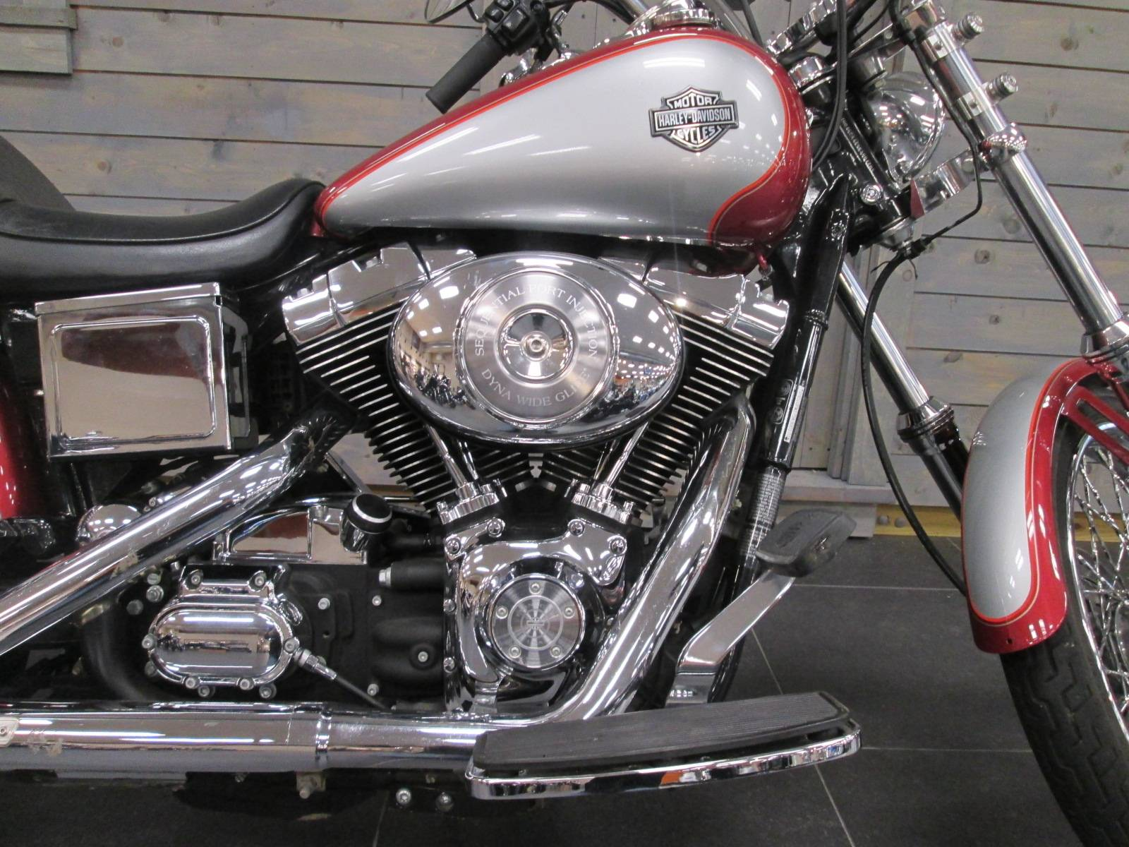 2005 Harley-Davidson FXDWG/FXDWGI Dyna Wide Glide® in Lafayette, Indiana - Photo 2