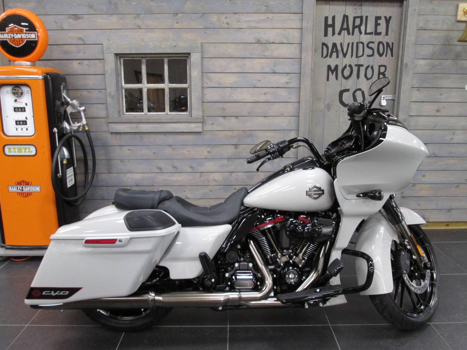 2020 Harley-Davidson CVO™ Road Glide® in Lafayette, Indiana - Photo 1
