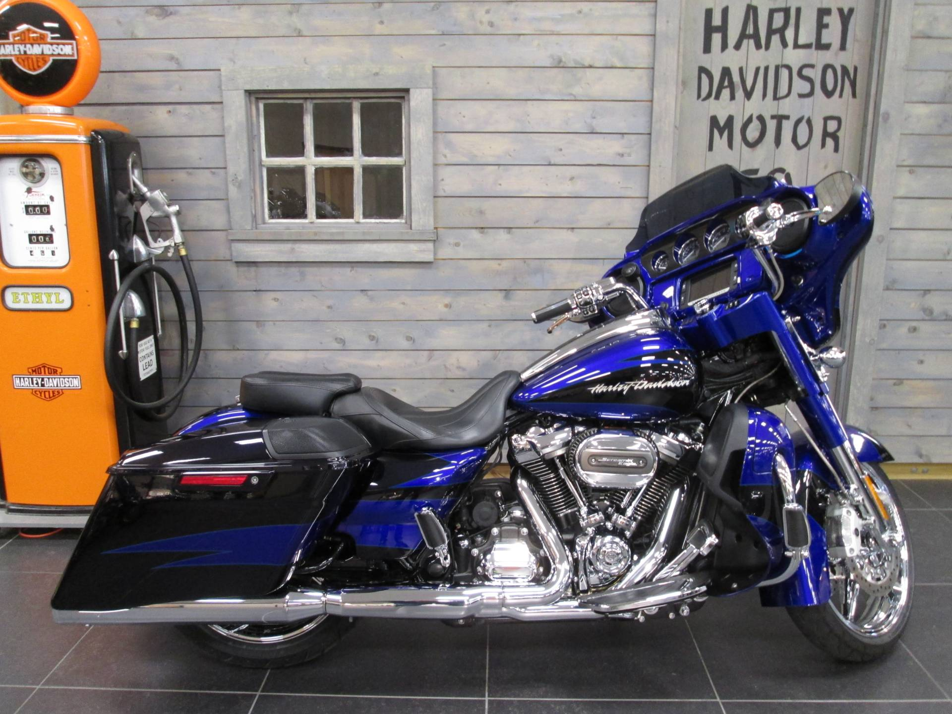 2017 Harley-Davidson CVO™ Street Glide® in Lafayette, Indiana - Photo 1