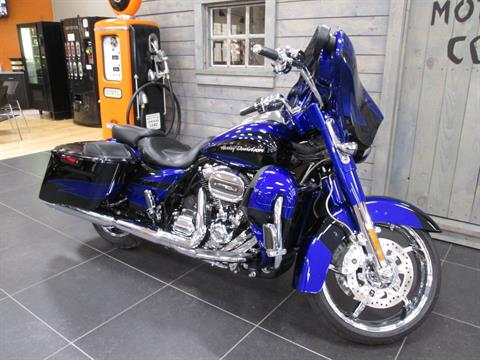 2017 Harley-Davidson CVO™ Street Glide® in Lafayette, Indiana - Photo 7