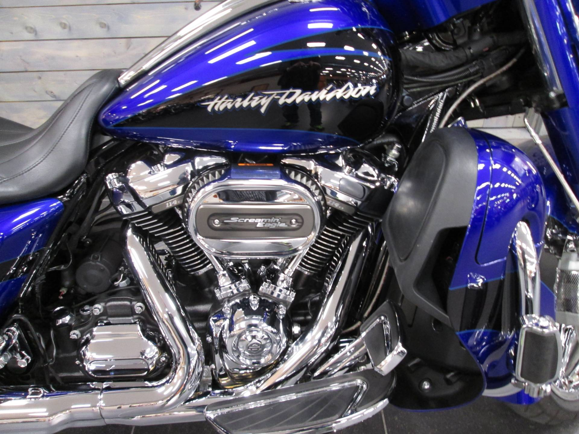 2017 Harley-Davidson CVO™ Street Glide® in Lafayette, Indiana - Photo 2