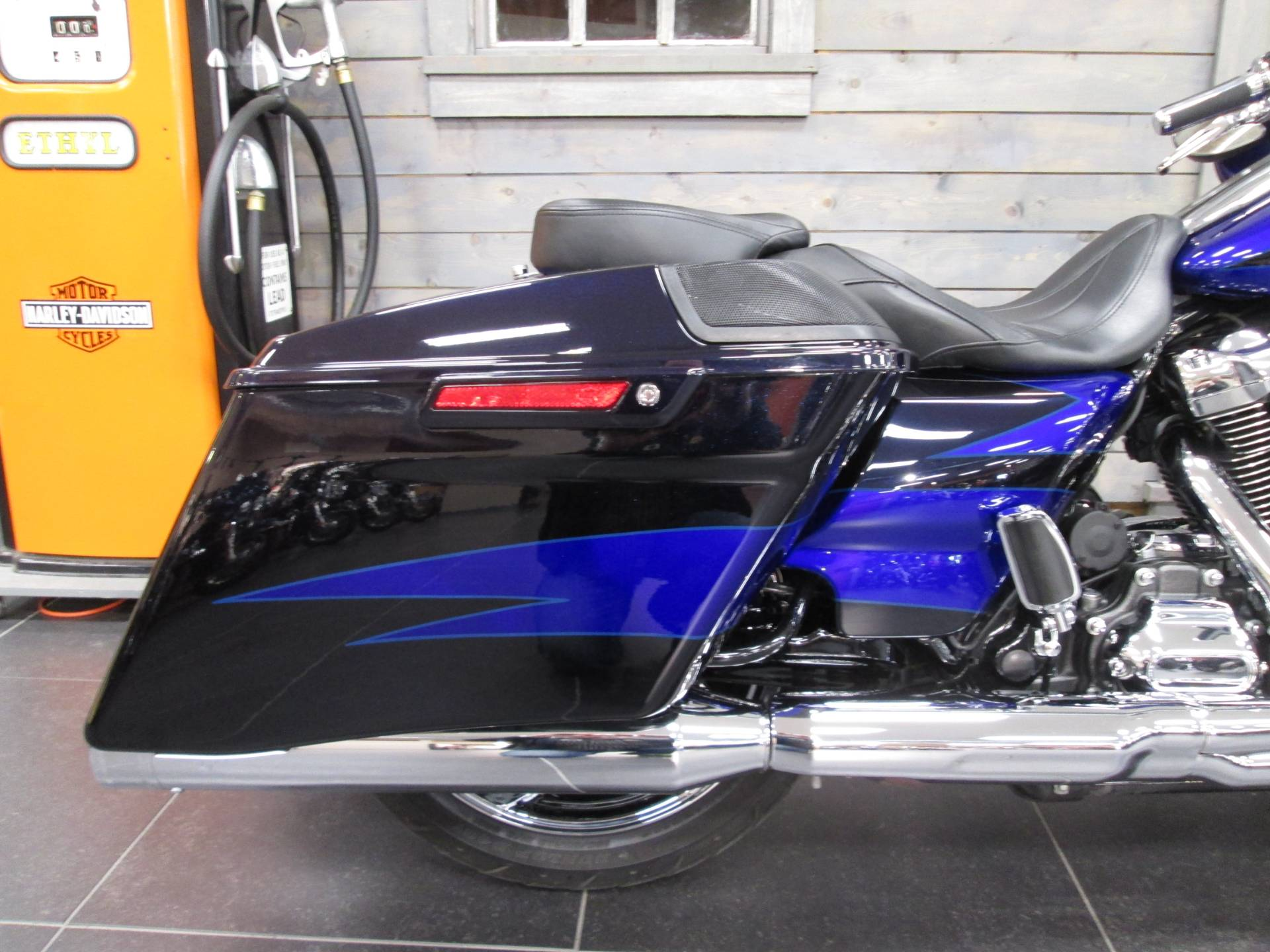 2017 Harley-Davidson CVO™ Street Glide® in Lafayette, Indiana - Photo 4