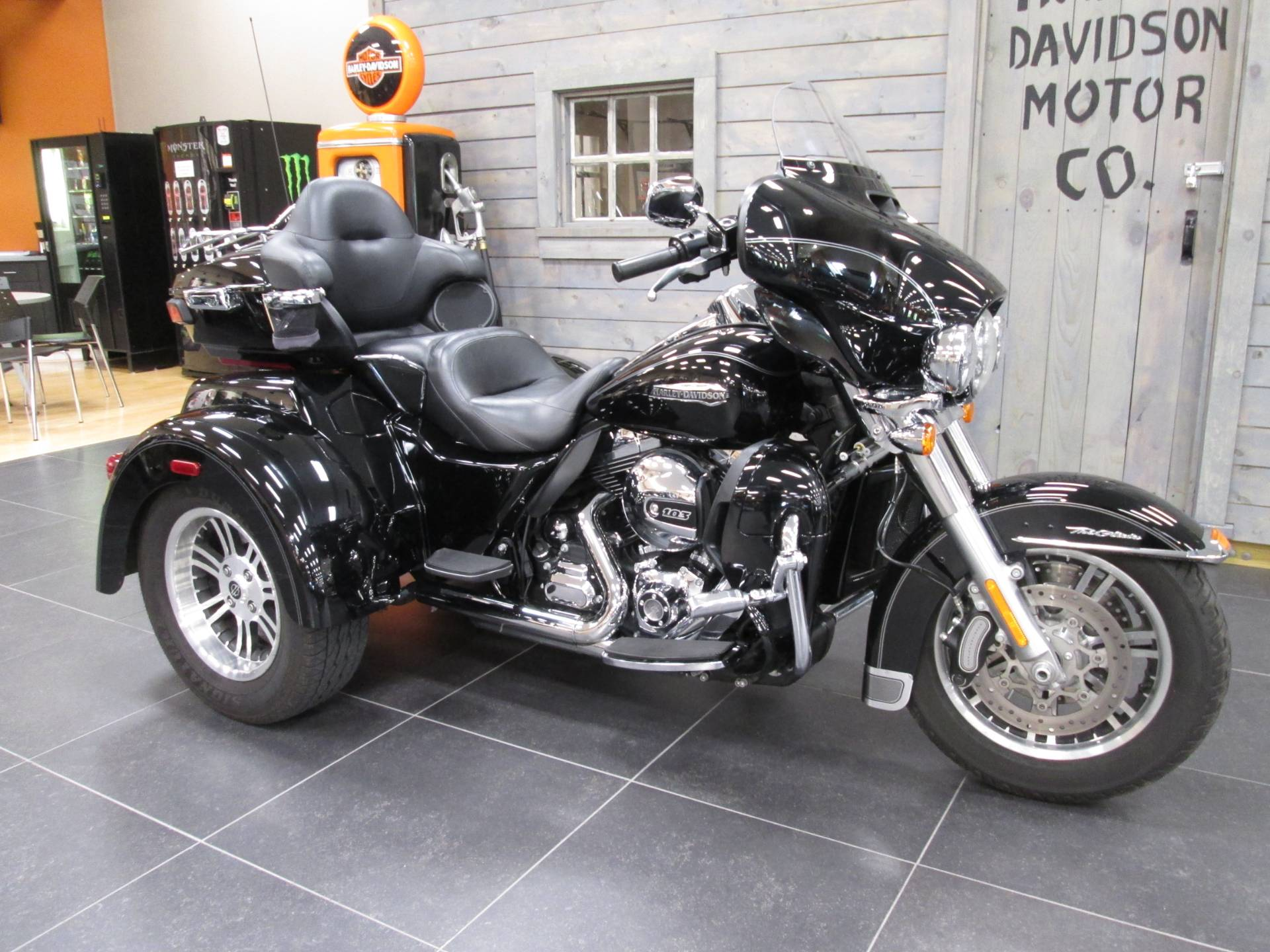 2016 Harley-Davidson Tri Glide® Ultra in Lafayette, Indiana - Photo 7